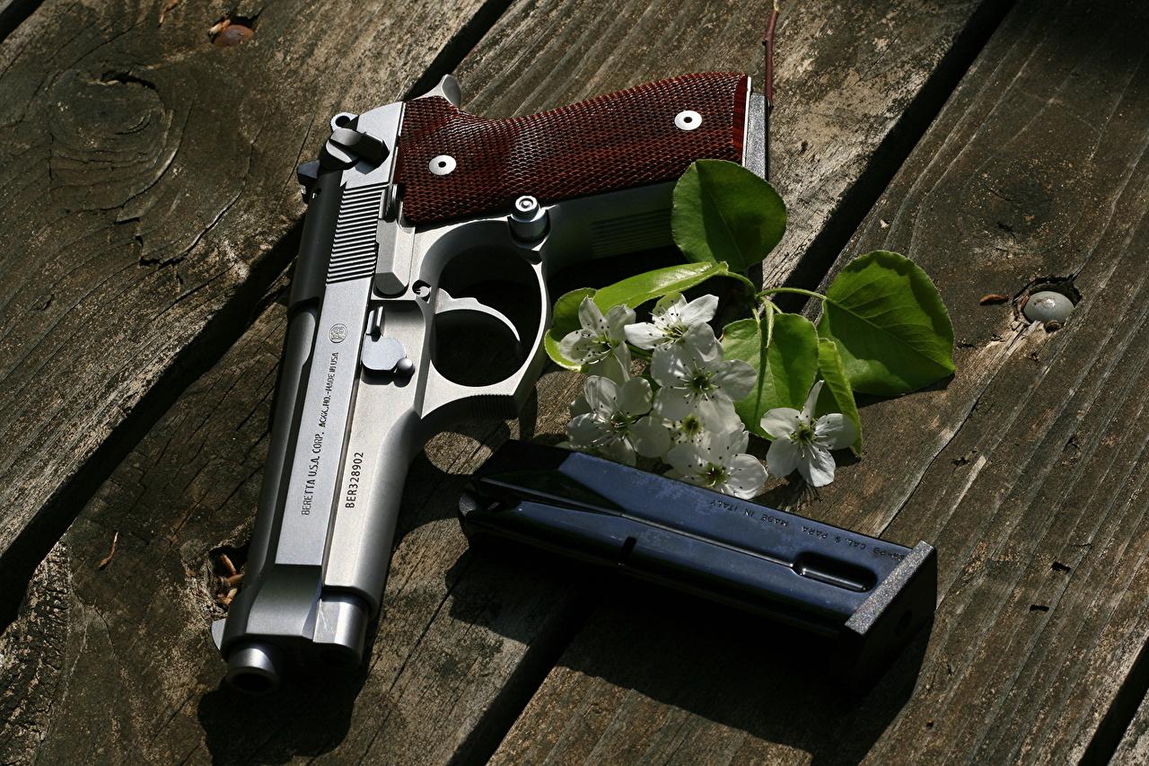Картинка пистолет Beretta Крупным планом Армия Пистолеты пистолетом вблизи военные