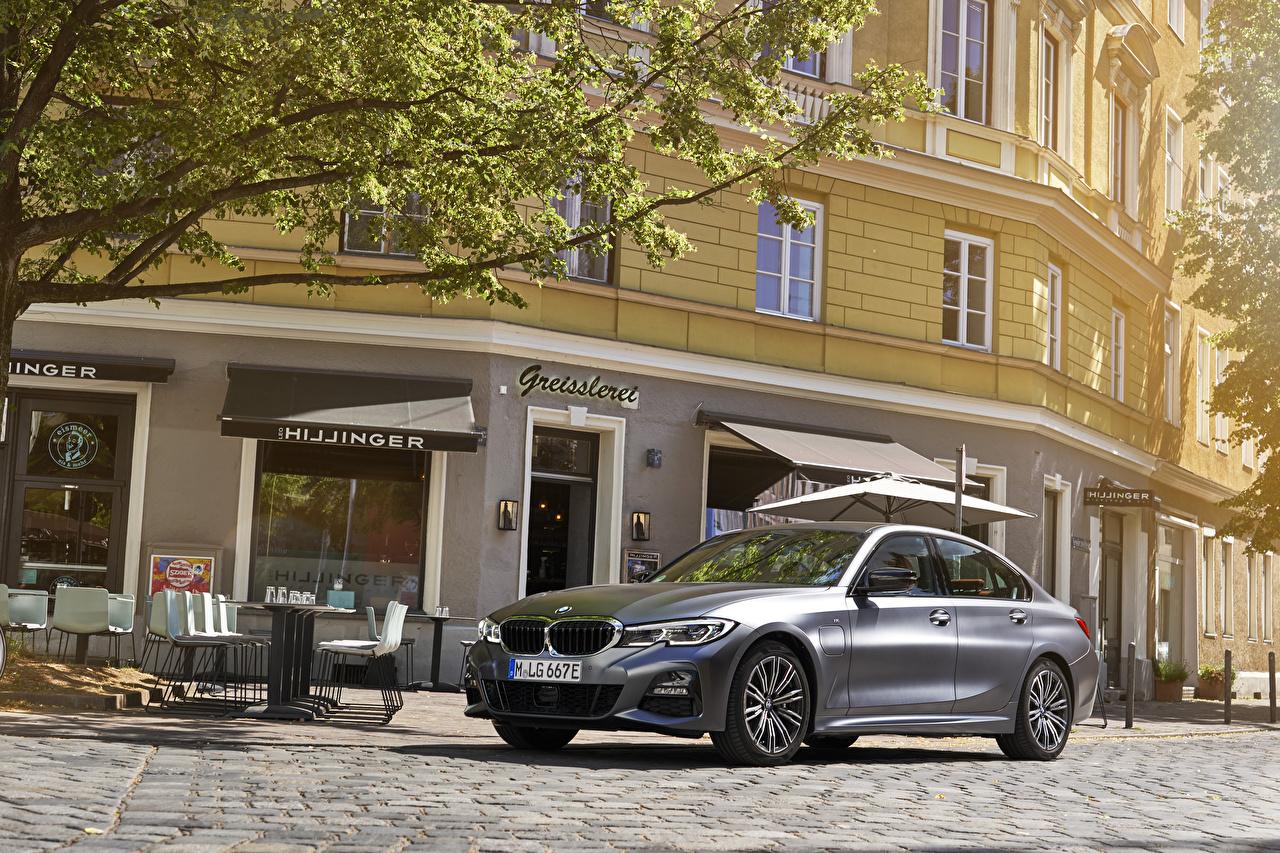 Фотографии БМВ 2019 330e M Sport Worldwide серая автомобиль BMW серые Серый авто машина машины Автомобили