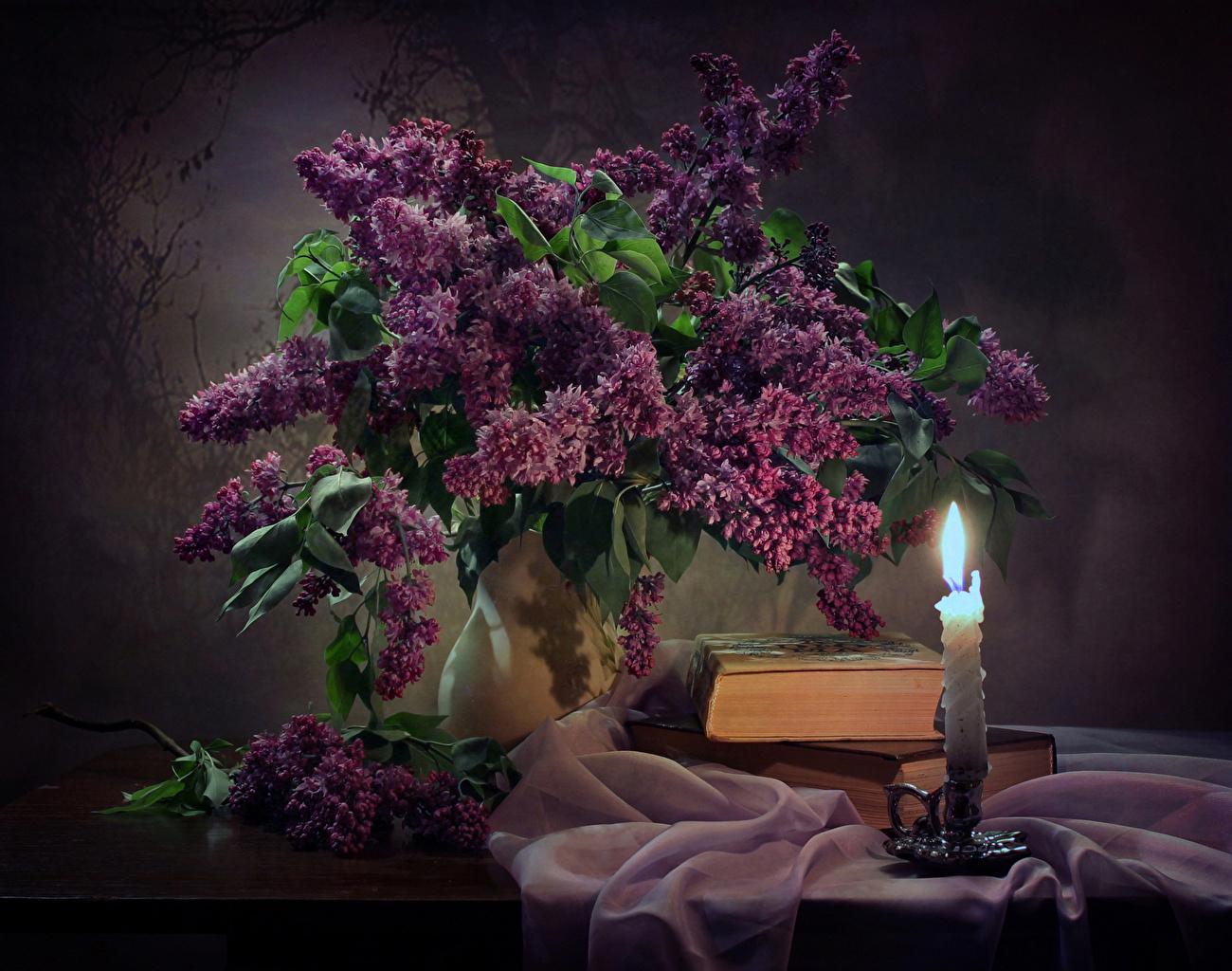 Картинки Цветы Сирень Стол вазы Свечи Книга Натюрморт цветок вазе Ваза столы книги стола