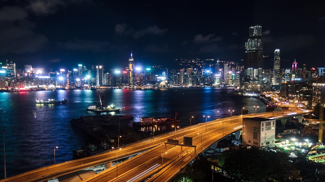 Обои для рабочего стола Гонконг мегаполиса в ночи заливы Города Мегаполис Ночь Залив ночью Ночные залива город