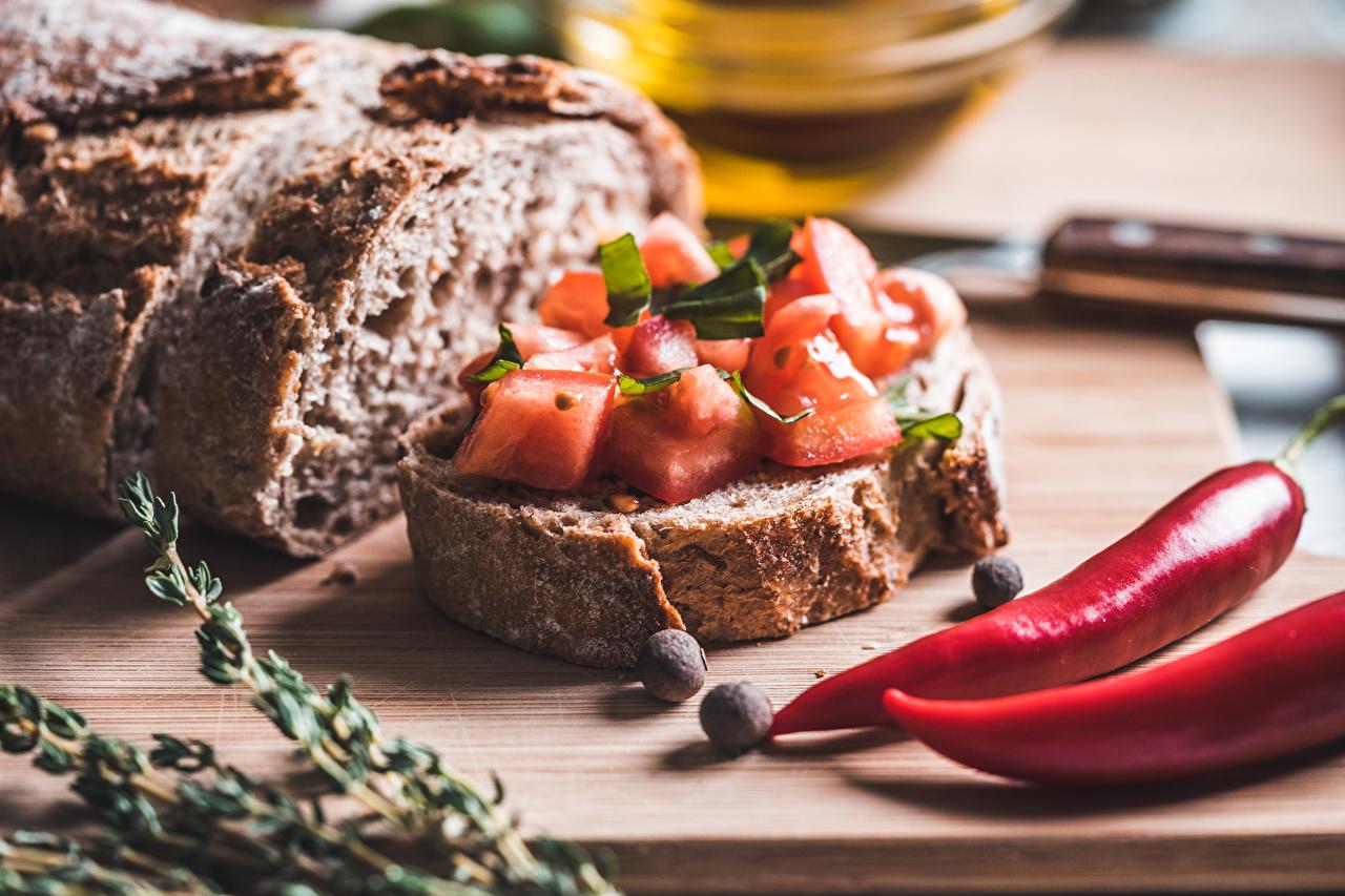 Картинка Помидоры Острый перец чили Хлеб Бутерброды пряности Продукты питания Томаты бутерброд Еда Пища Специи приправы