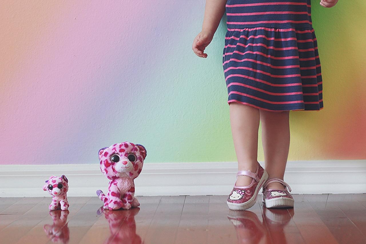 Фотографии девочка Дети Игрушки Девочки ребёнок игрушка