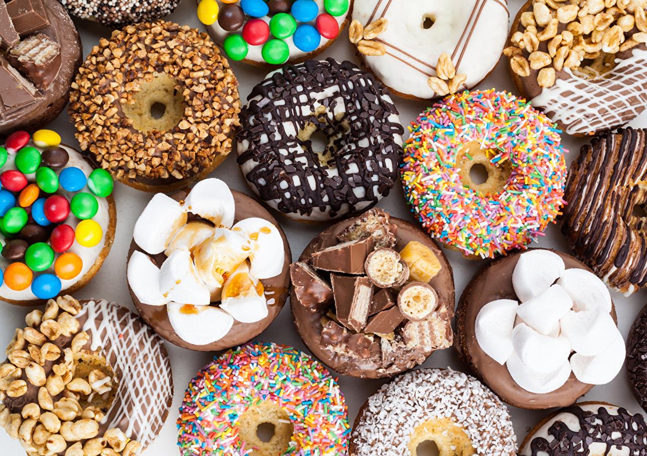 Фото Шоколад Пончики Маршмэллоу Еда Орехи Выпечка Сладости зефирки Пища Продукты питания