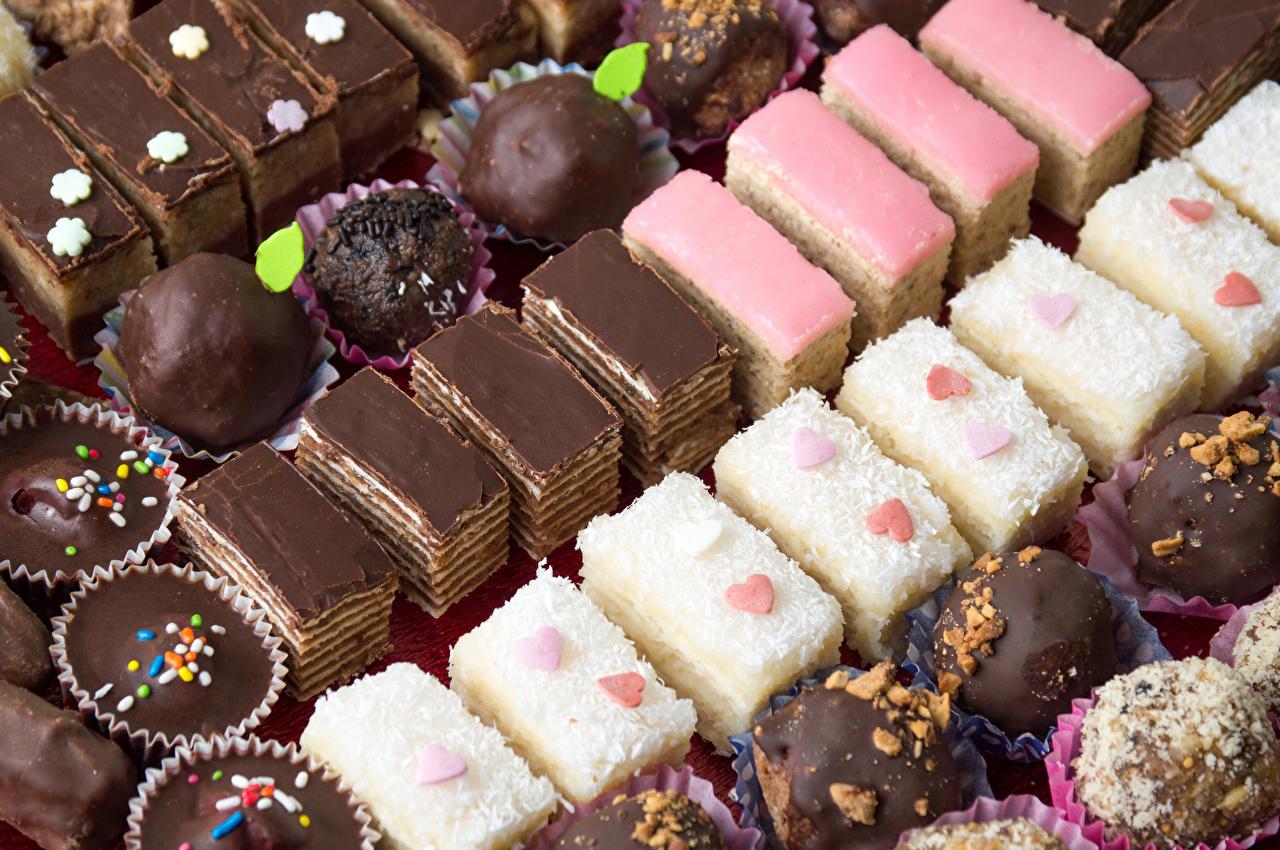 Обои для рабочего стола Шоколад Конфеты Продукты питания Пирожное Сладости Еда Пища сладкая еда
