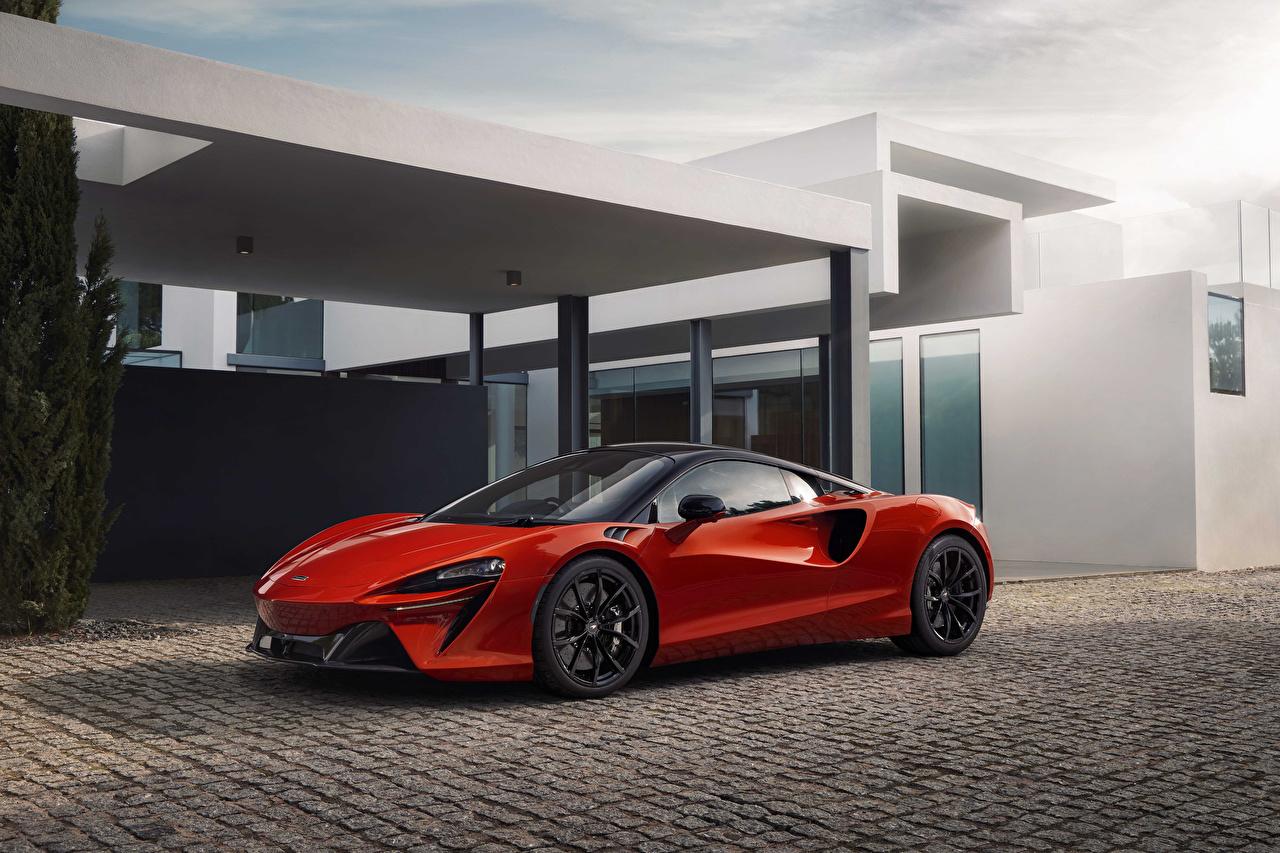 Фото Макларен 2021 Artura красная машина Металлик McLaren Красный красные красных авто машины Автомобили автомобиль