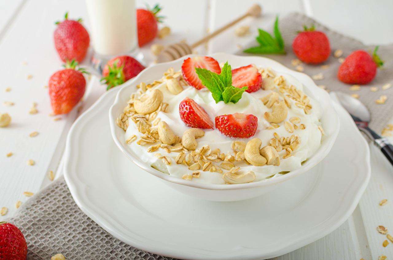 Фото Завтрак Клубника Пища Мюсли Тарелка Еда тарелке Продукты питания