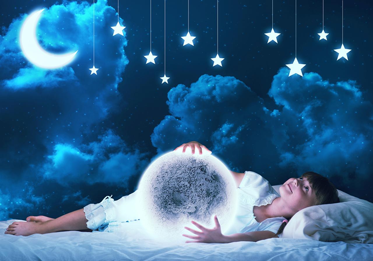 Фото Девочки Звезды Дети Луна Ночь Полумесяц Облака