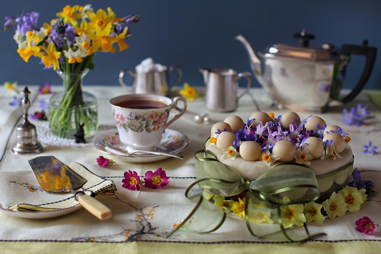 Обои для рабочего стола букет Чай Торты Нарциссы Пища Чашка Натюрморт Букеты Еда чашке Продукты питания