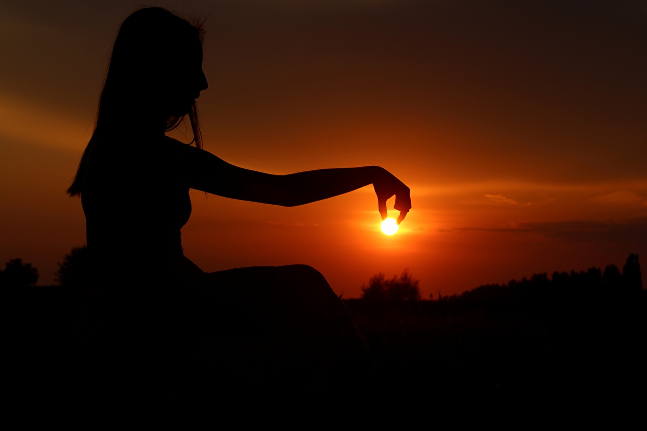 Фотография Силуэт Солнце Девушки Рассветы и закаты Руки Сидит Вечер сидящие