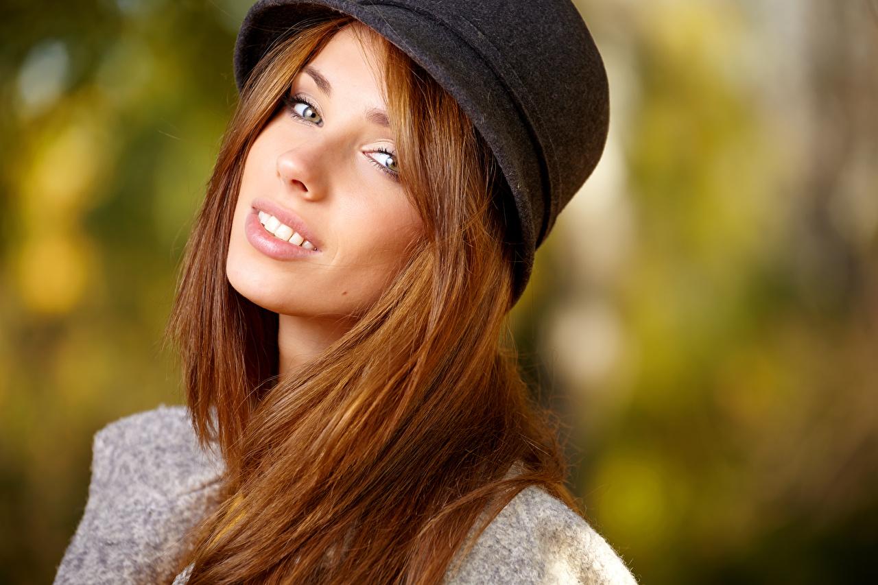 Картинки шатенки Лицо шляпе Девушки Взгляд Шатенка лица шляпы Шляпа девушка молодые женщины молодая женщина смотрят смотрит
