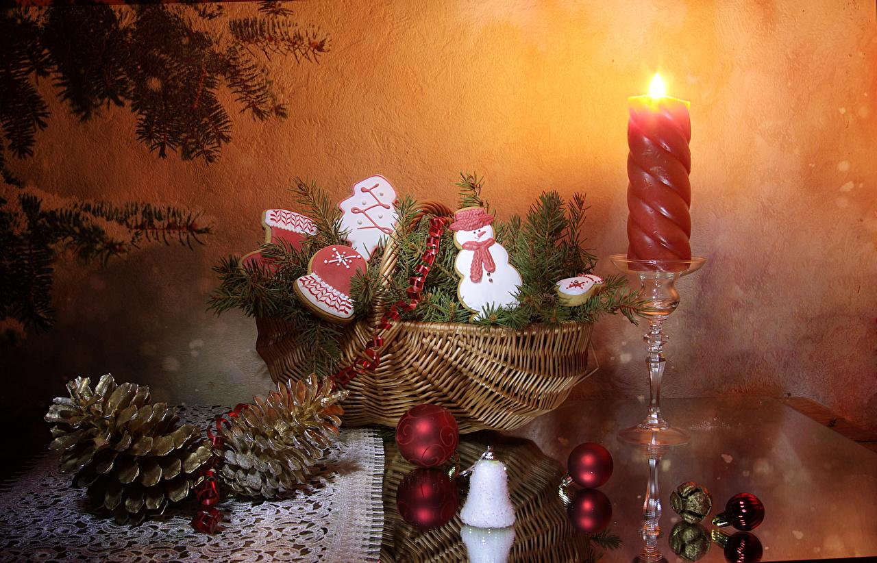 Картинка Рождество Корзина Снеговики Еда Шар Шишки Свечи Печенье Дизайн Новый год Корзинка Пища Шарики Продукты питания