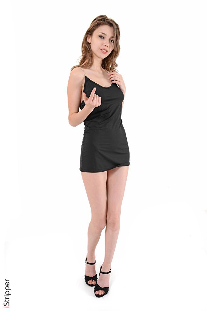 Фото Mila Azul шатенки iStripper жесты молодые женщины ног рука Белый фон платья  для мобильного телефона Шатенка Жест девушка Девушки молодая женщина Ноги Руки белом фоне белым фоном Платье