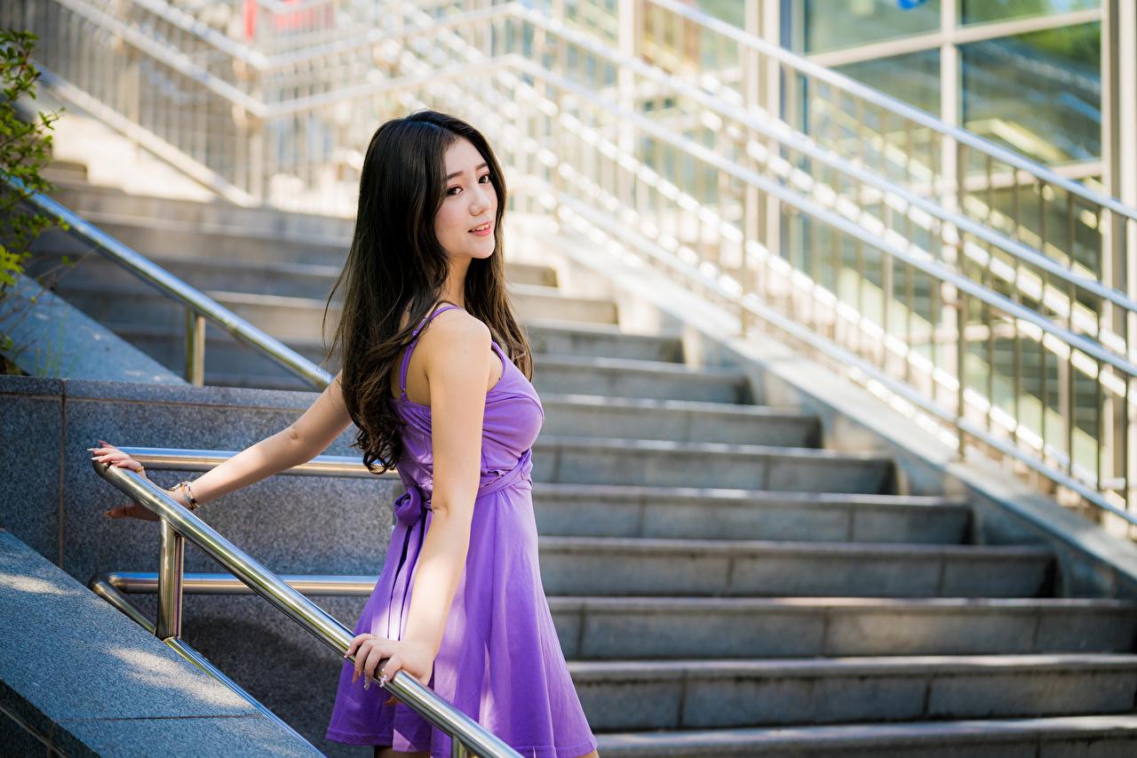 Картинки Брюнетка Девушки Лестница Азиаты Платье брюнетки брюнеток девушка лестницы молодая женщина молодые женщины азиатки азиатка платья