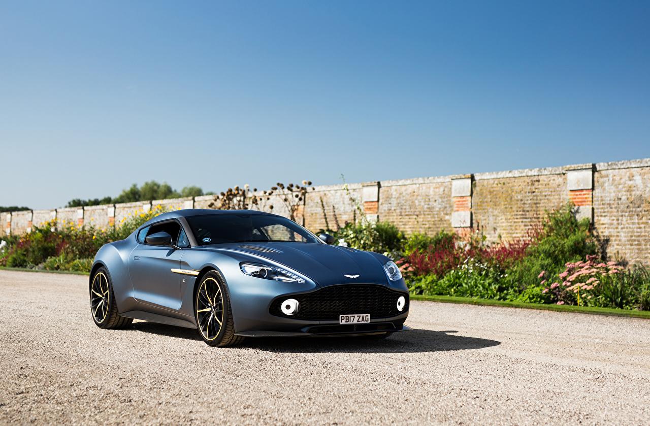 Обои для рабочего стола Астон мартин 2017 Vanquish Zagato голубая автомобиль Aston Martin голубых голубые Голубой авто машина машины Автомобили