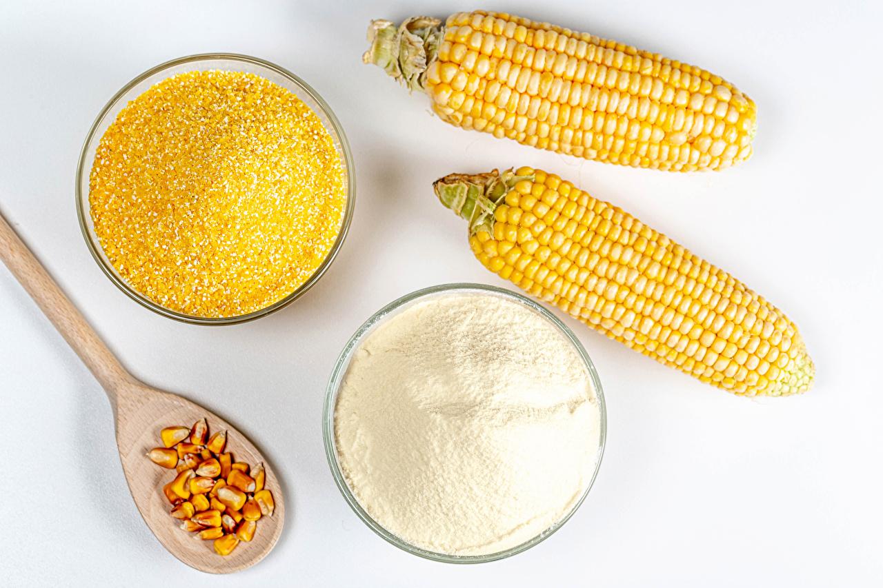 Картинка два Мука Кукуруза зерно Еда Ложка белым фоном 2 две Двое вдвоем Зерна Пища ложки Продукты питания Белый фон белом фоне