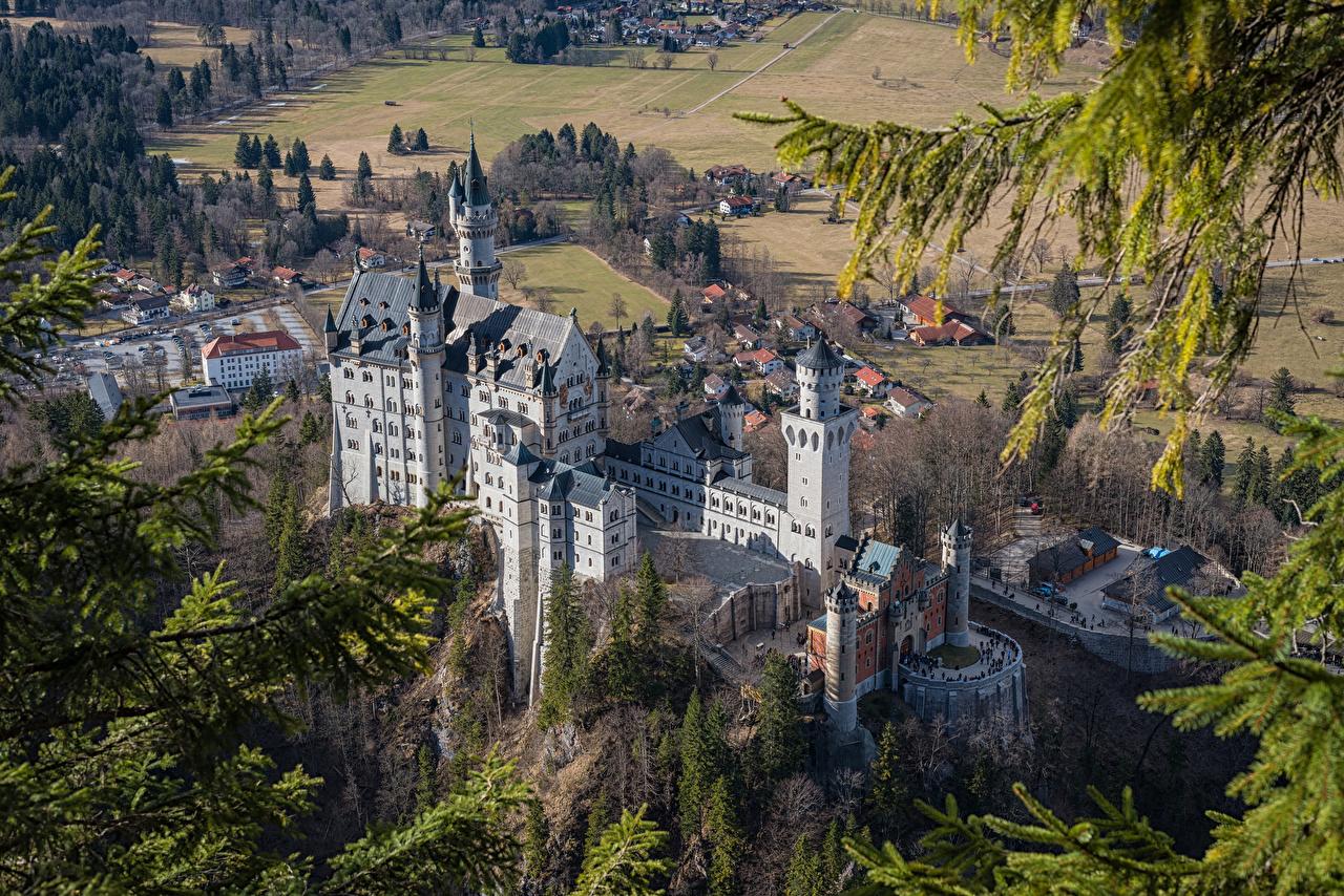 Картинка Бавария Нойшванштайн Германия Замки Сверху город замок Города