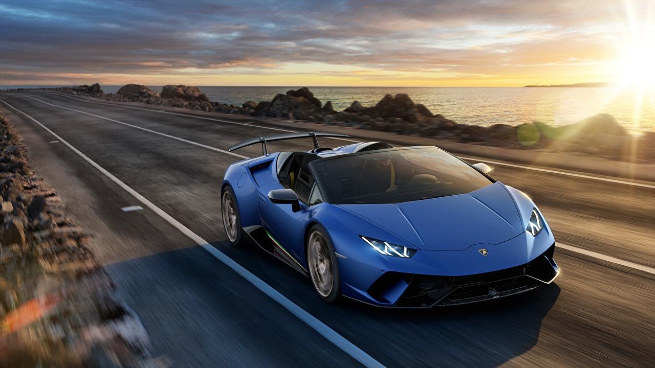 Фотография Ламборгини Huracan 2018 Spyder Родстер синих Дороги Автомобили Lamborghini Синий синие синяя Авто Машины