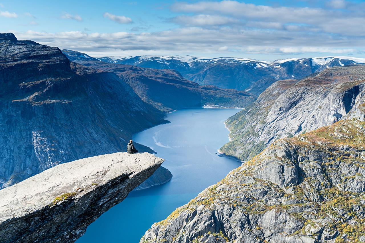 Картинка Норвегия Trolltunga Горы Природа каньоны Пейзаж заливы гора Каньон каньона Залив залива