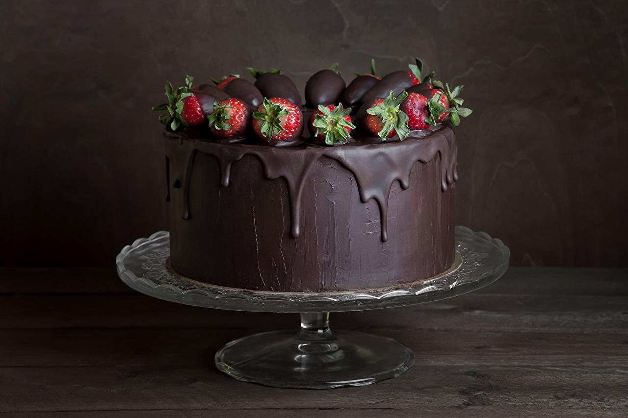 Фотография Шоколад Торты Клубника Еда Сладости Пища Продукты питания сладкая еда