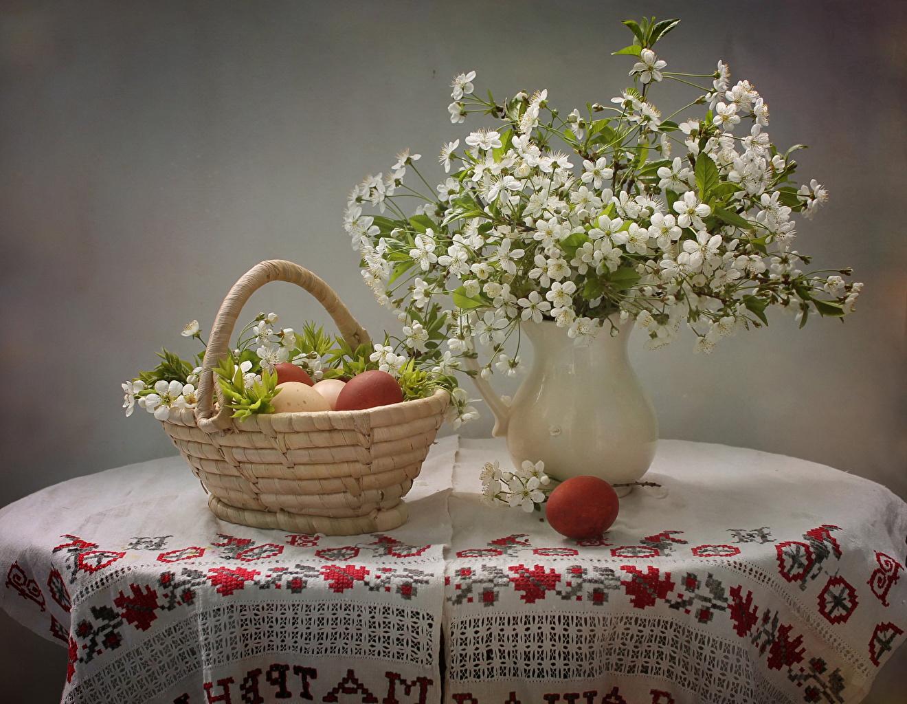 Обои для рабочего стола Яйца Цветы Корзина вазы Стол ветка Натюрморт Цветущие деревья яиц яйцо яйцами цветок корзины Корзинка вазе Ваза стола столы Ветки ветвь на ветке