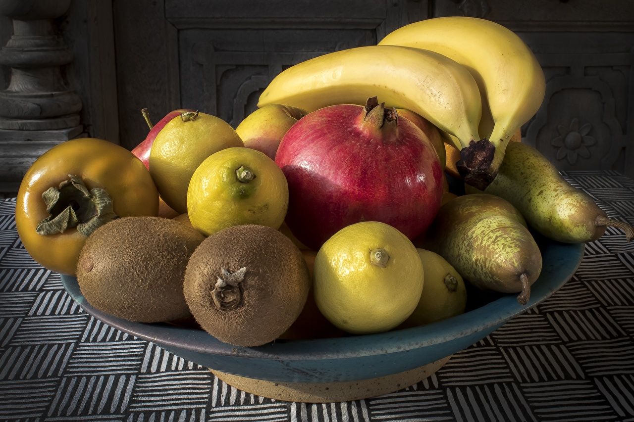 Обои Лимоны Гранат Бананы Фрукты Продукты питания Еда Пища