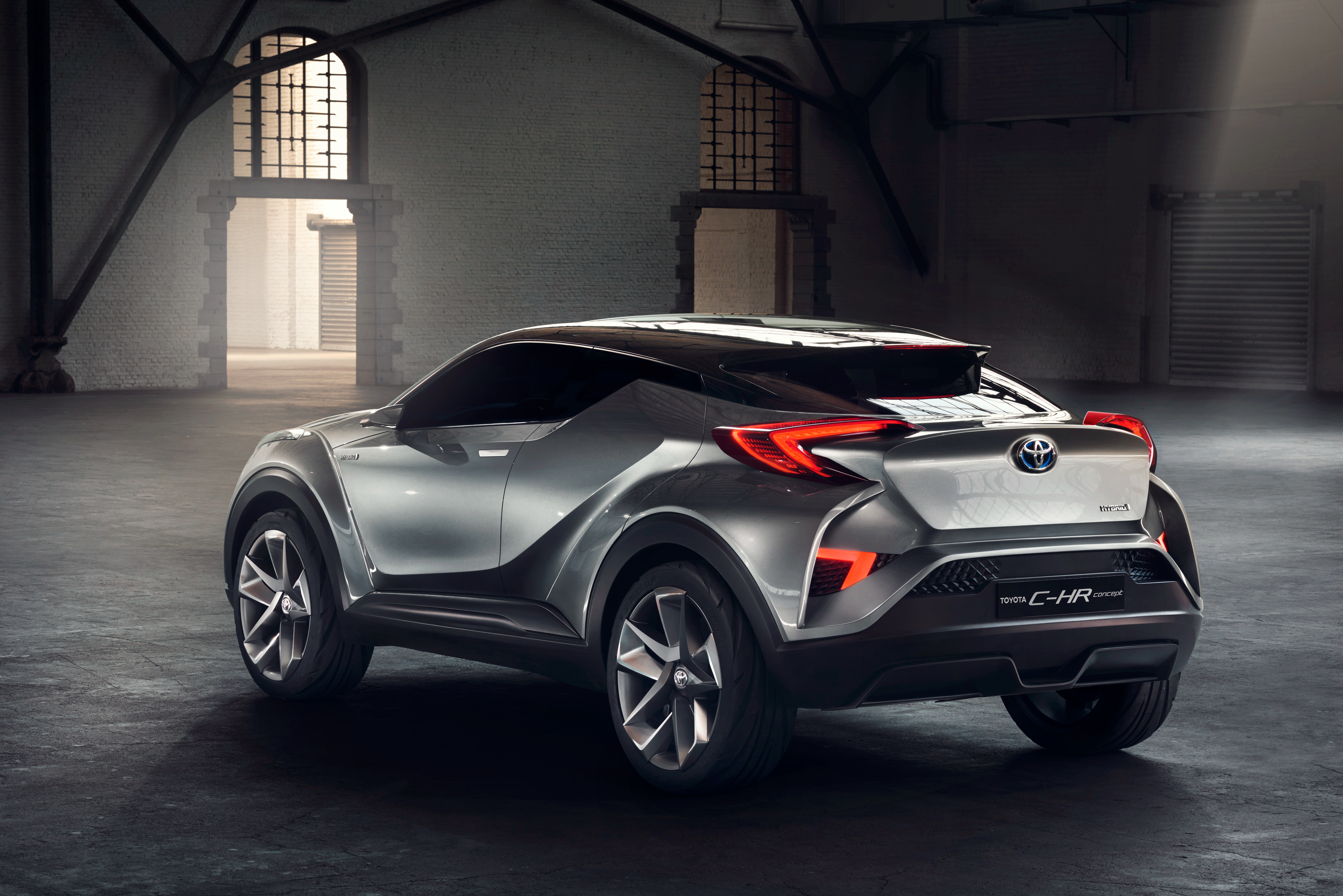 TOYOTA C-HR | THE CROSSOVER THAT FLOWS THROUGH LIFE