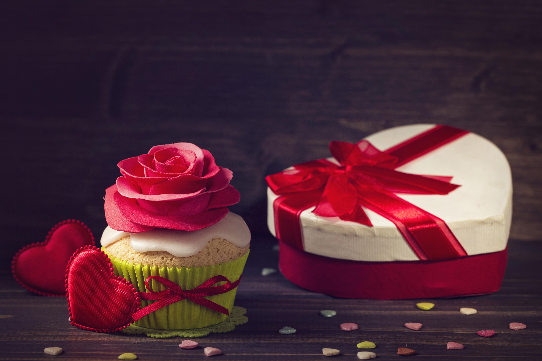 Фотография День святого Валентина сердечко роза красных Капкейк кекс подарков Продукты питания Доски Дизайн День всех влюблённых серце сердца Сердце Розы Красный красная красные Подарки подарок Еда Пища дизайна