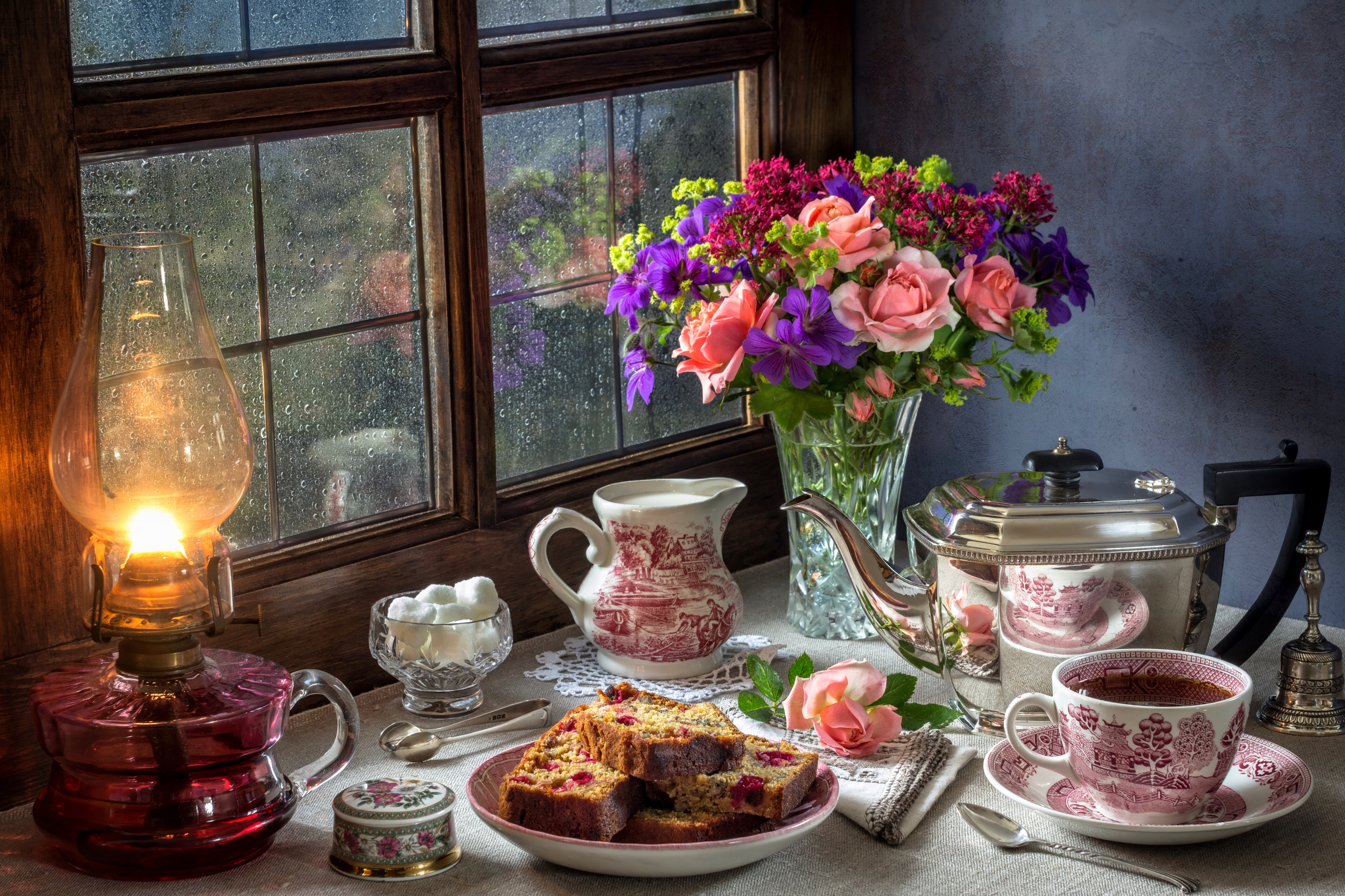 Still-life_Bouquets_Roses_Kettle_Tea_Pound_Cake_525377_5184x3456.jpg