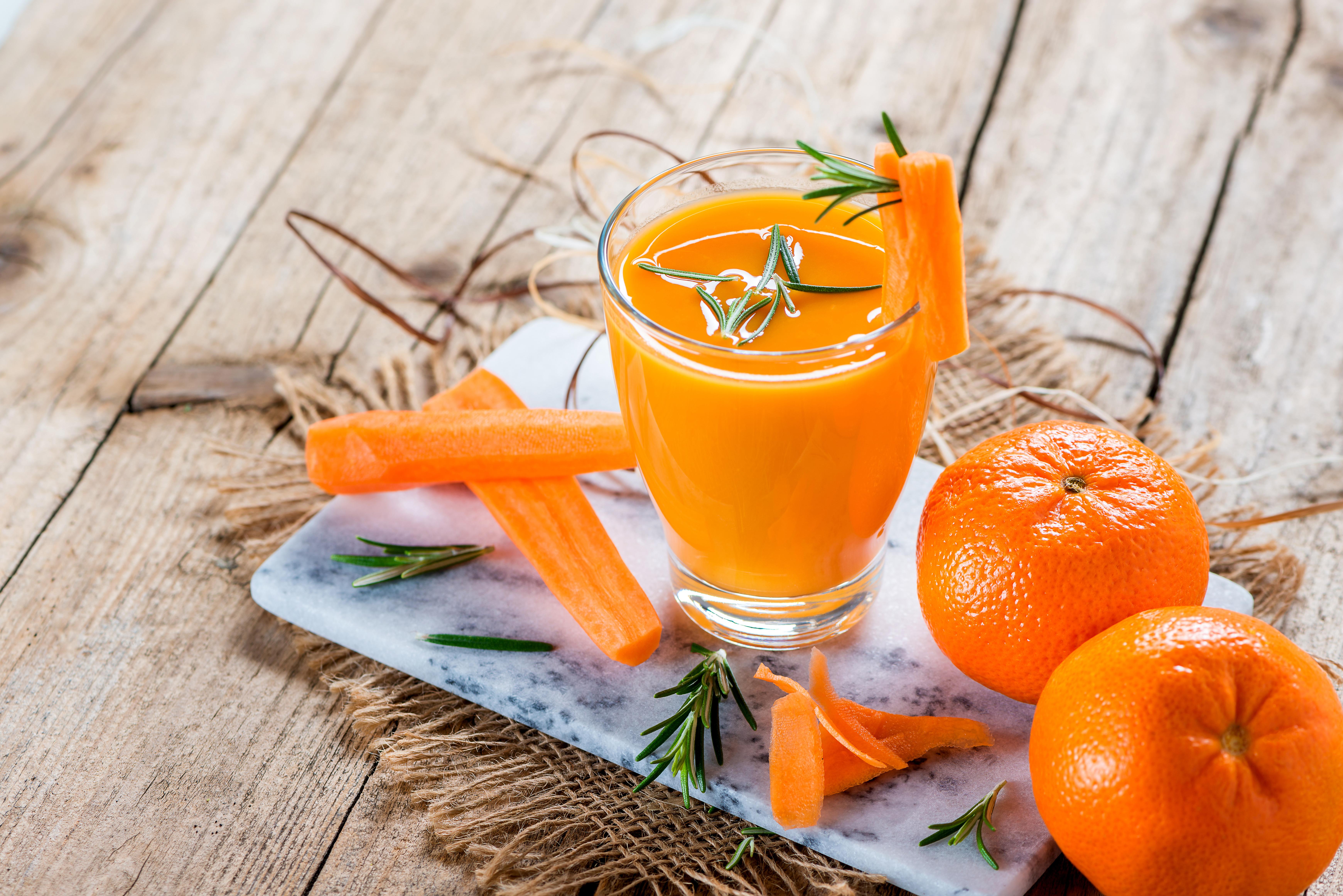 Картинка Сок Морковь Мандарины стакана Еда Доски Стакан стакане Пища Продукты питания