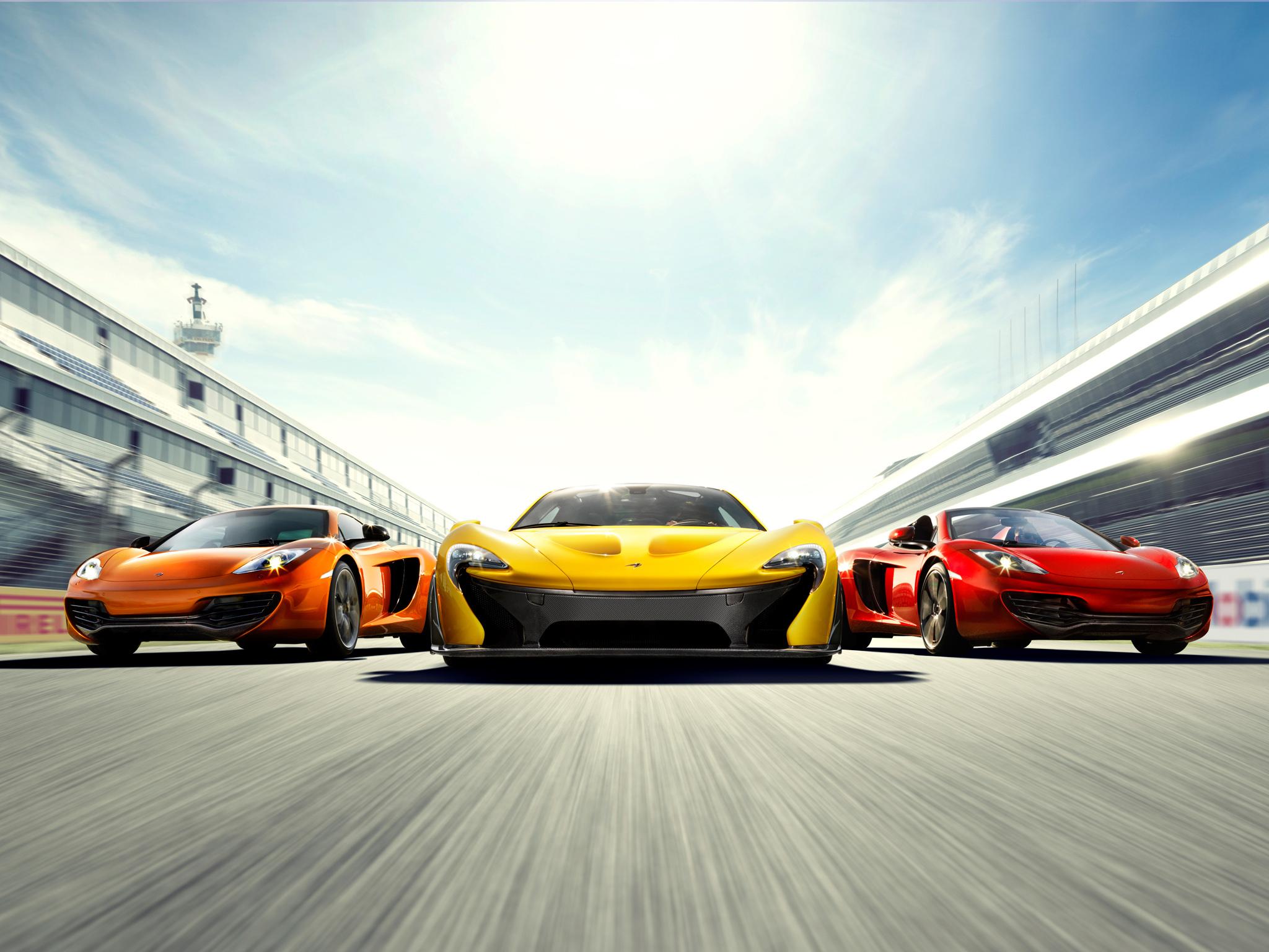 Красный спортивный автомобиль гонка mclaren p1 без смс