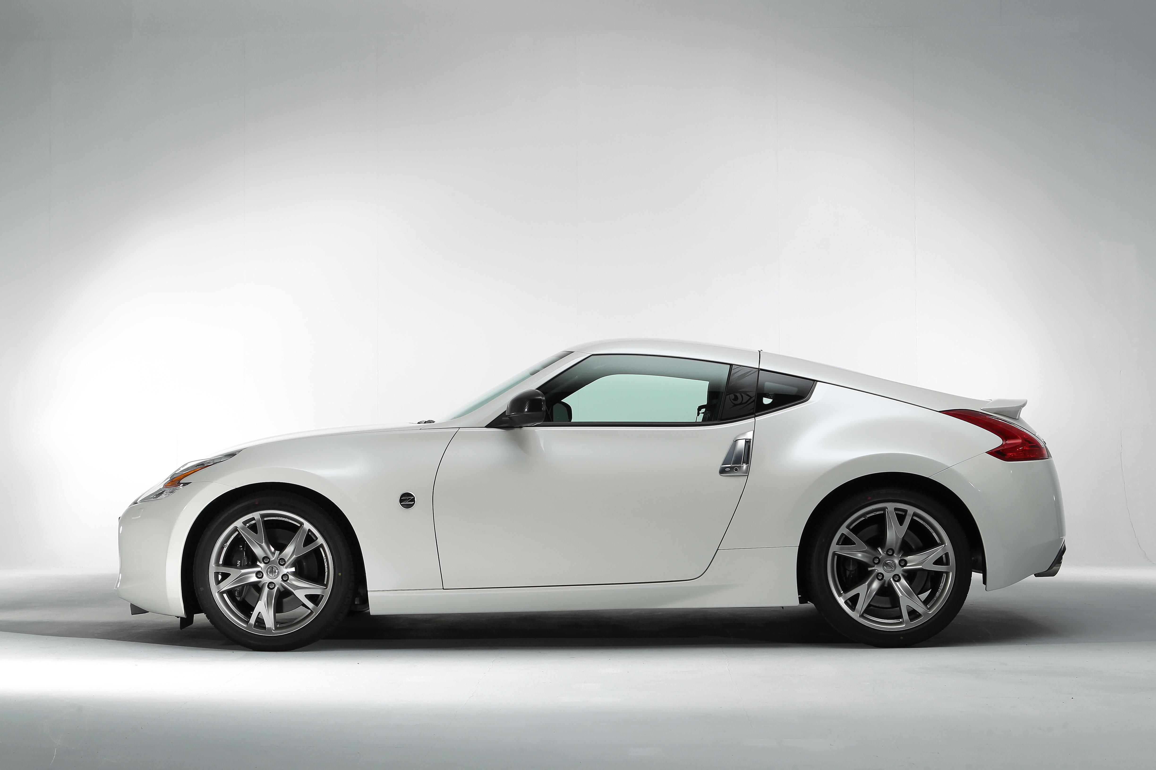 Обои для рабочего стола Ниссан 370Z Signatech (Z34), 2012 белых Сбоку Металлик автомобиль 4895x3263 Nissan белая белые Белый авто машины машина Автомобили