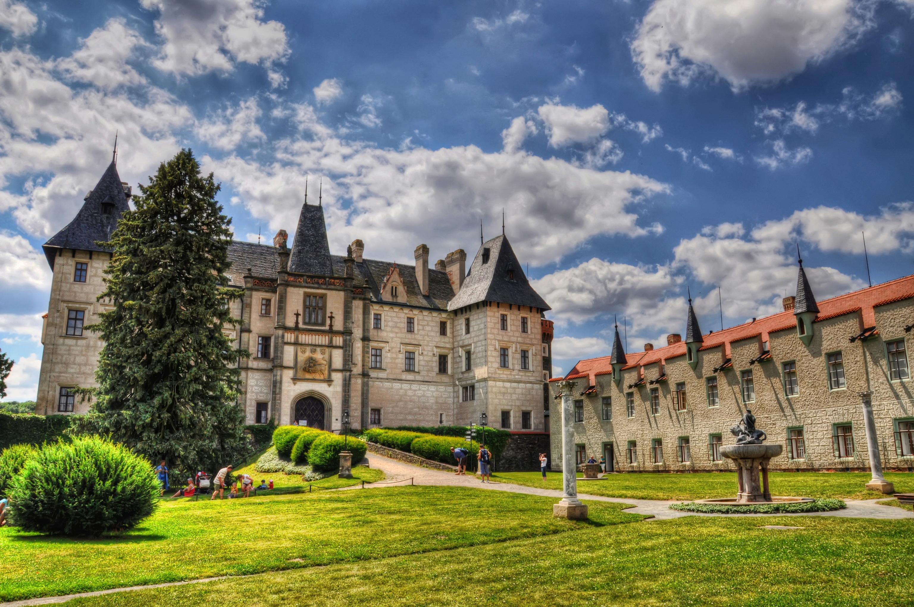 Замок лужайка памятник без смс