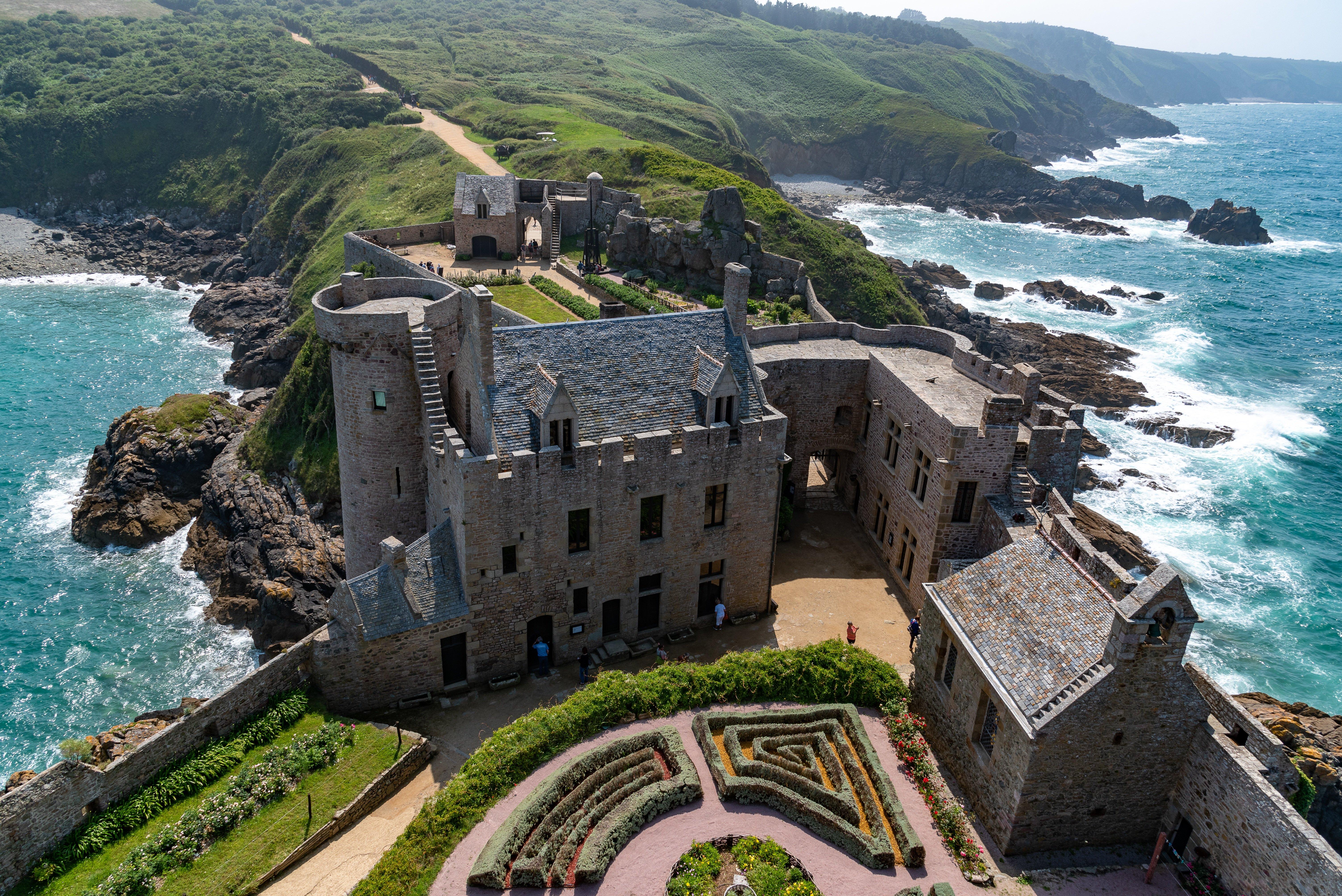 Фото Франция Fort-la-Latte, Brittany, Bay of Saint-Malo замок Сверху Города 6016x4016 Замки город