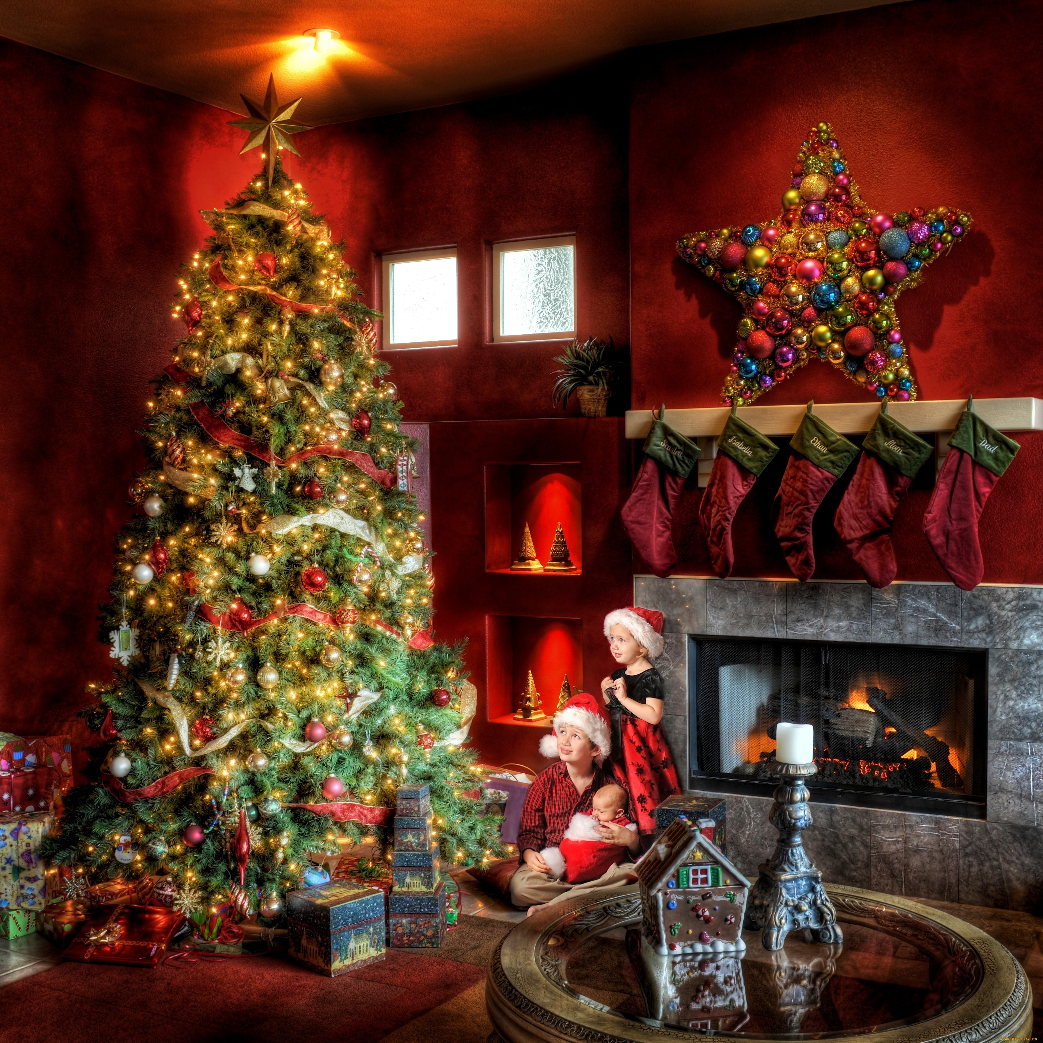 Картинка девочка Младенцы мальчишки Рождество Звездочки Дети носках Елка Камин подарок Шар втроем Девочки мальчик младенца младенец Мальчики мальчишка грудной ребёнок Новый год Носки ребёнок Новогодняя ёлка камина камины Подарки подарков три Трое 3 Шарики
