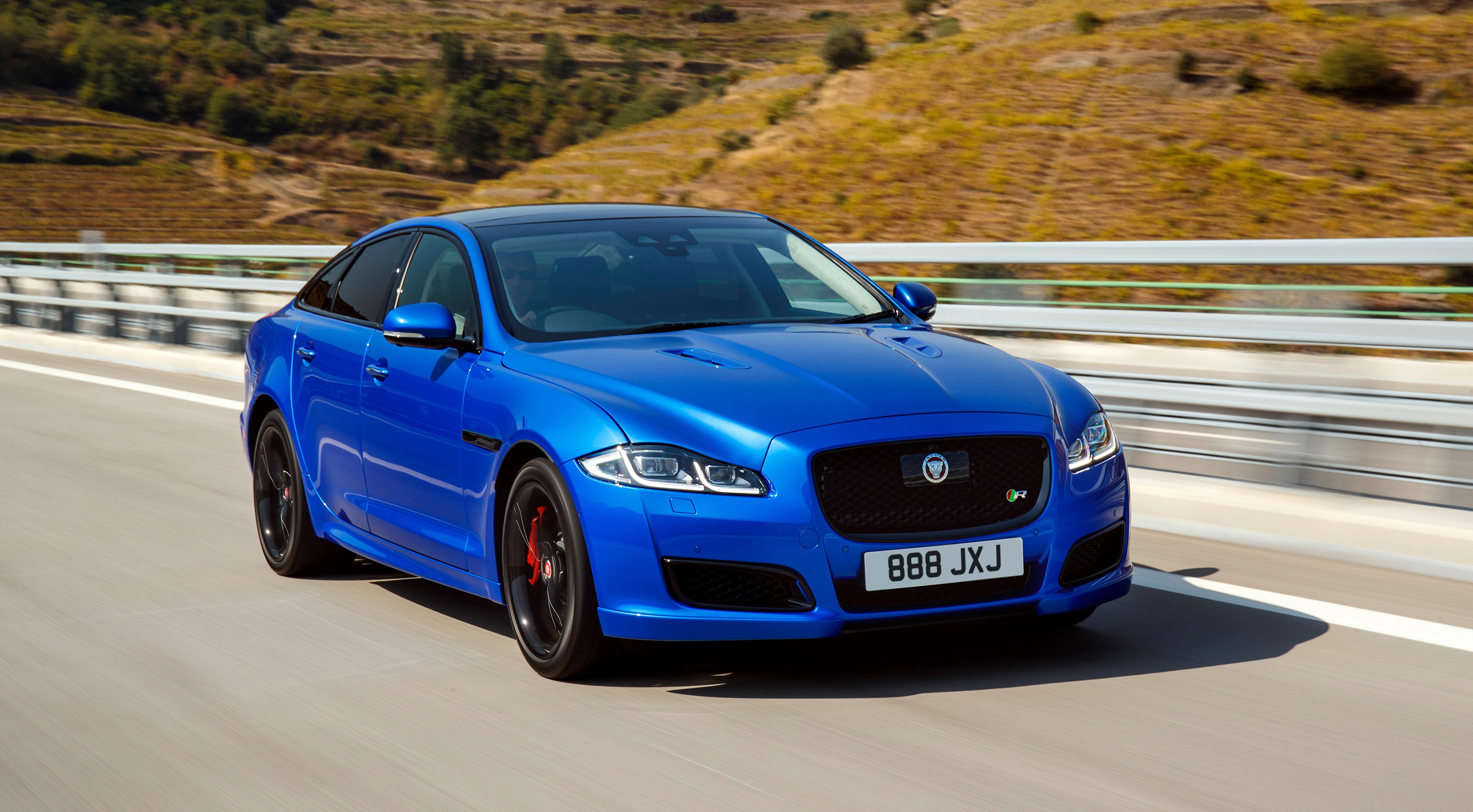 Фотография Ягуар боке Седан синяя скорость машина 5120x2823 Jaguar Размытый фон Синий синие синих едет едущий едущая Движение авто машины Автомобили автомобиль