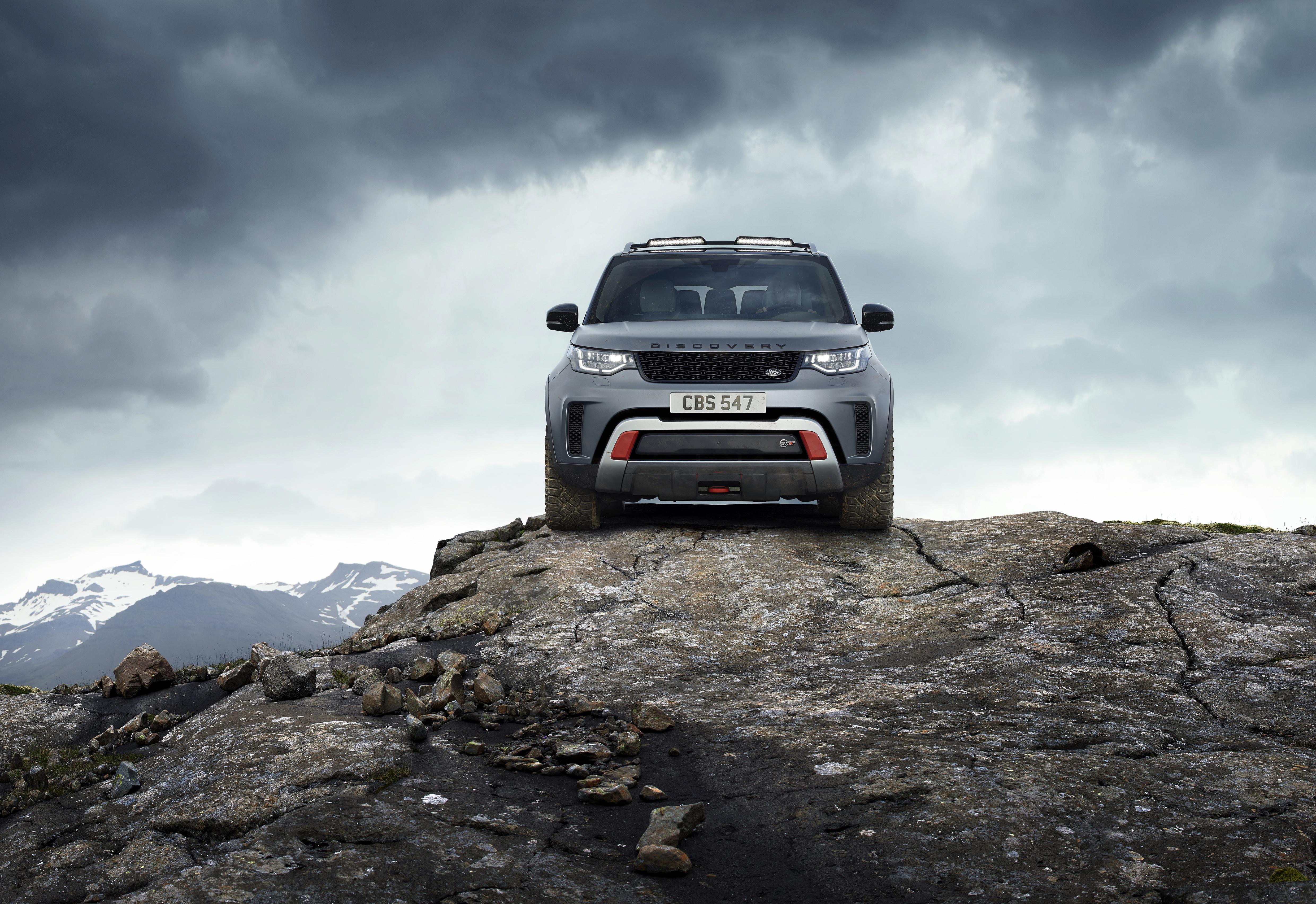 Фотографии Range Rover Внедорожник Discovery 4x4 2017 V8 SVX 525 скалы серая Камни Спереди Металлик Автомобили 4961x3409 Land Rover SUV Утес скале Скала Серый серые авто Камень машины машина автомобиль