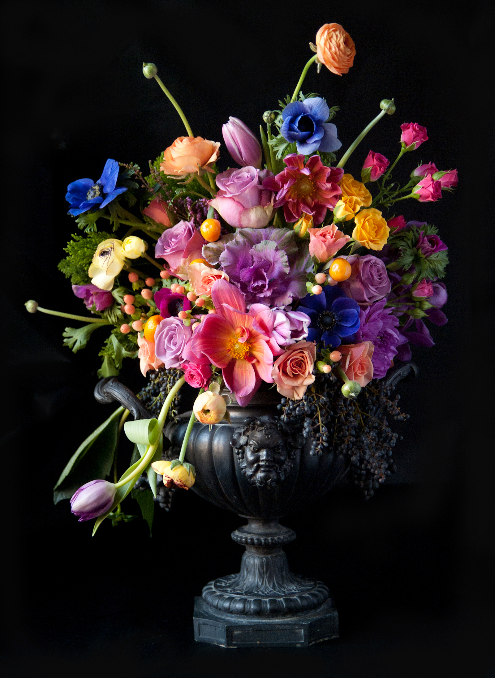 Bouquets_Black_background_Vase_520479_16