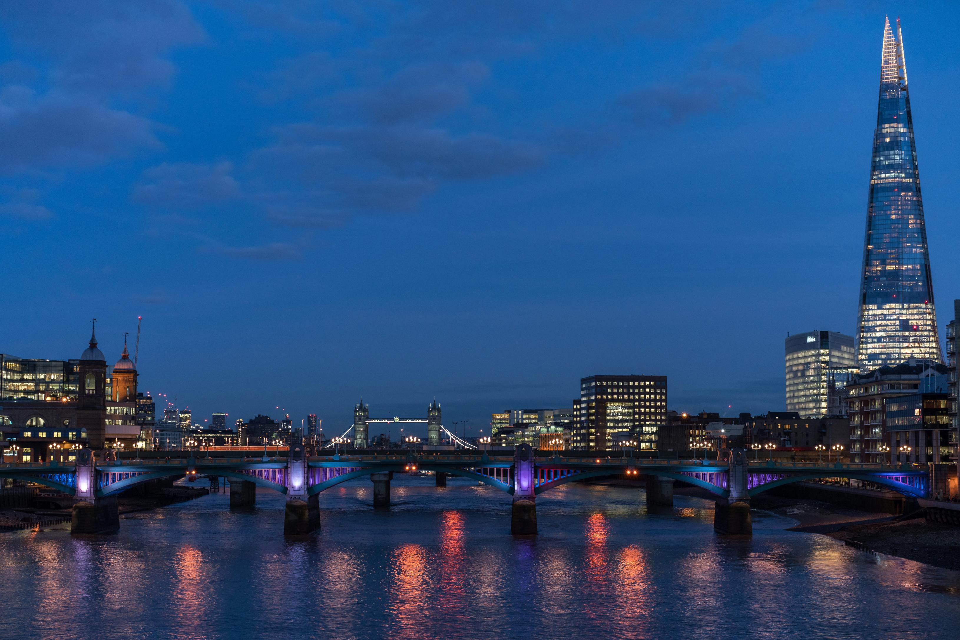 Фото лондоне Англия Мосты Реки Вечер Города Здания Лондон речка Дома город