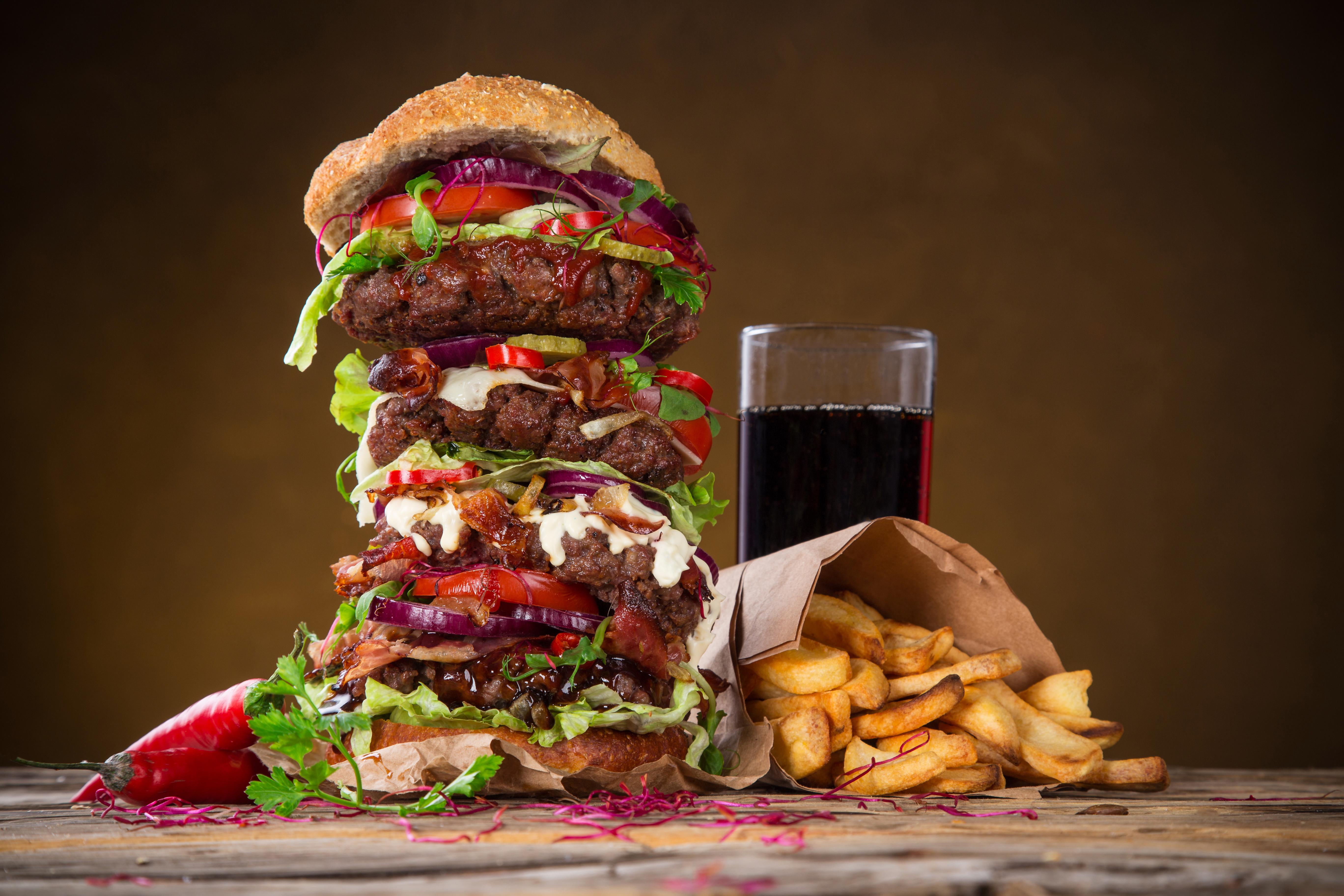 Обои Гамбургер Картофель фри Стакан Быстрое питание Продукты питания Напитки 5472x3648 стакана стакане Фастфуд Еда Пища