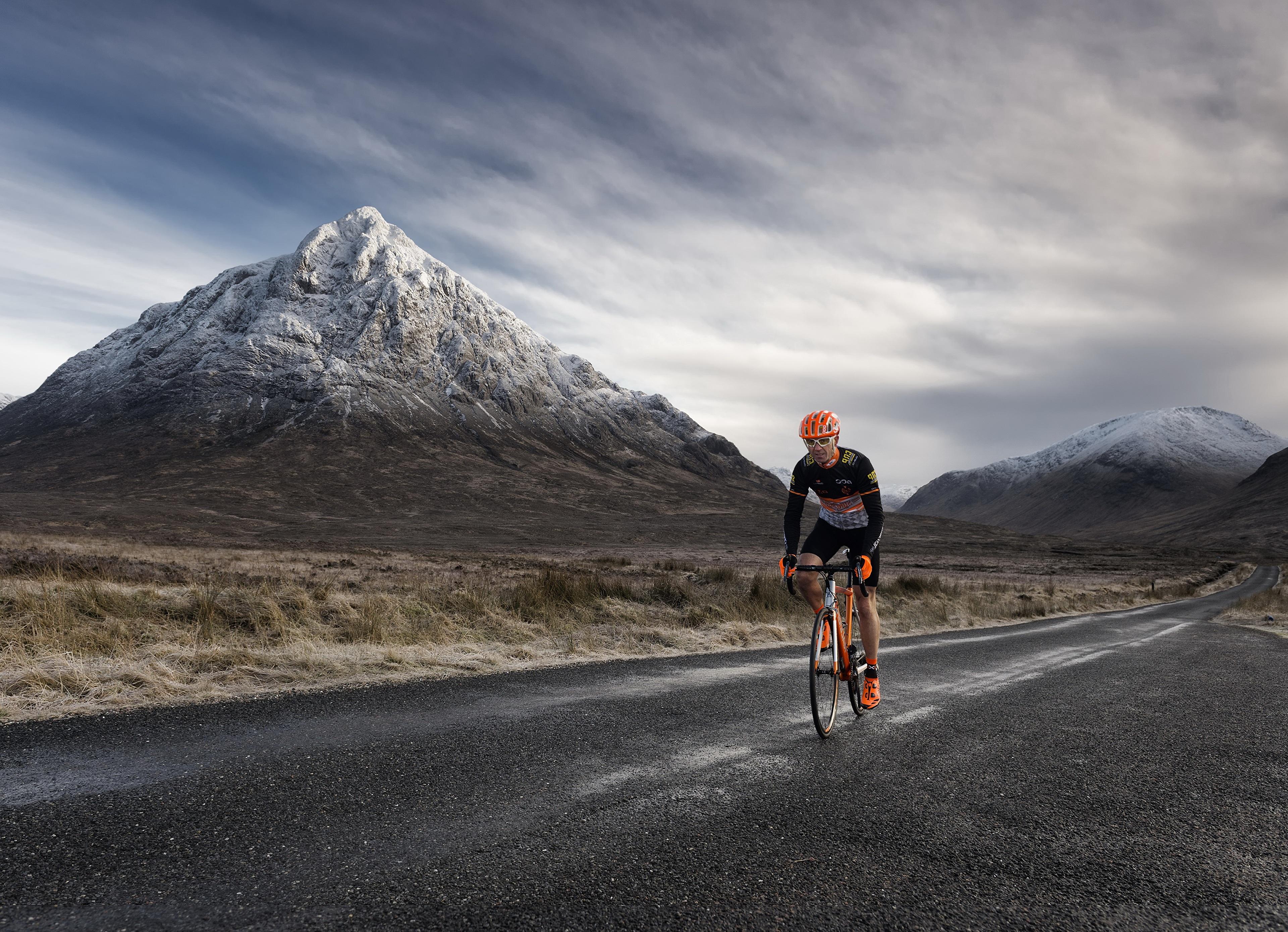 Фотографии Велосипед Горы Природа Дороги Движение 3840x2779 велосипеды велосипеде гора едет едущий едущая скорость