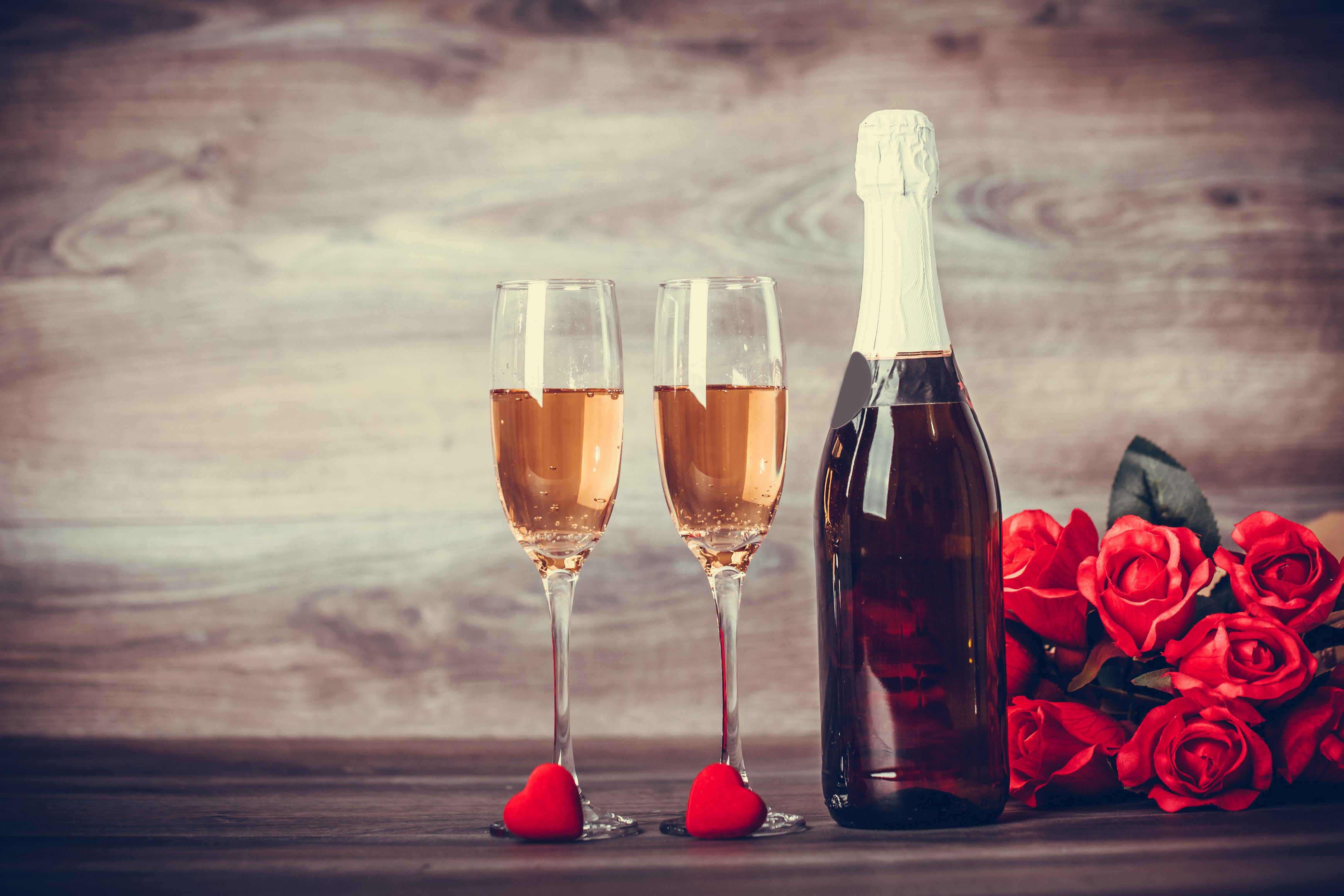Фотографии День святого Валентина сердечко Розы Красный Шампанское Цветы Бокалы Бутылка Продукты питания 4584x3056 День всех влюблённых Сердце Игристое вино Еда Пища