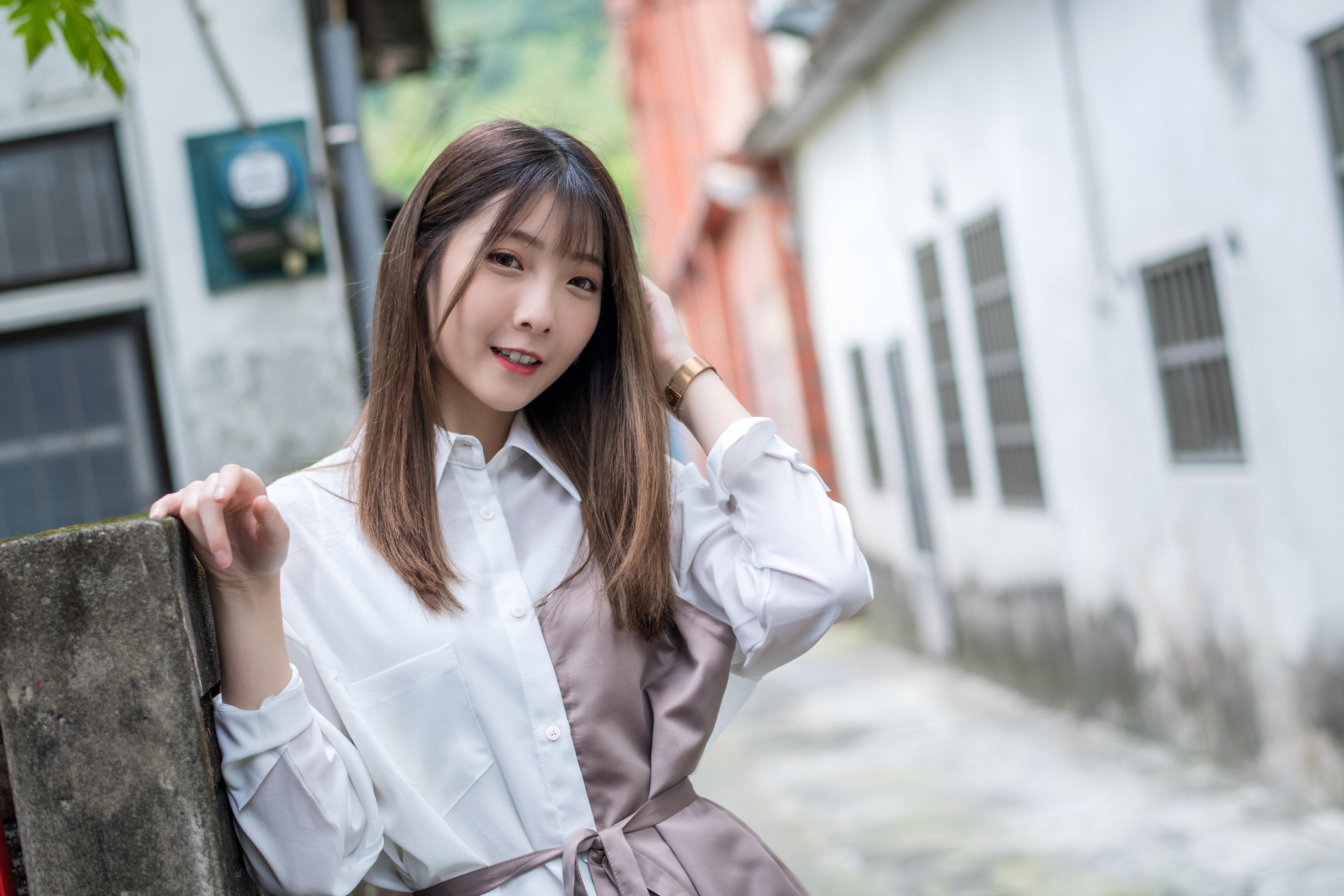 Фотографии Шатенка боке Девушки азиатка смотрят 4096x2731 шатенки Размытый фон девушка молодая женщина молодые женщины Азиаты азиатки Взгляд смотрит
