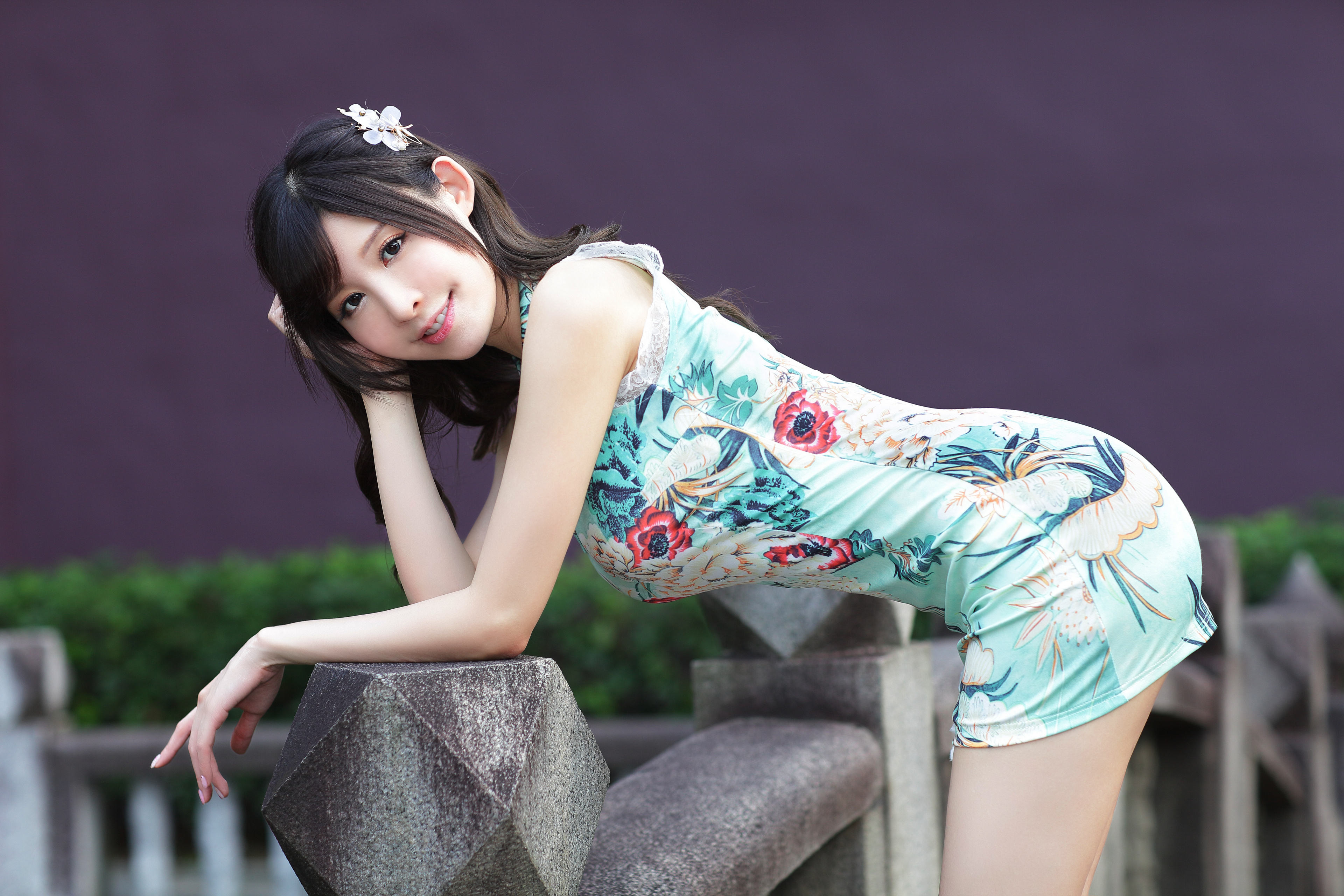 Фото Поза красивый Девушки Азиаты Взгляд платья 3840x2560 позирует красивая Красивые девушка молодая женщина молодые женщины азиатки азиатка смотрит смотрят Платье