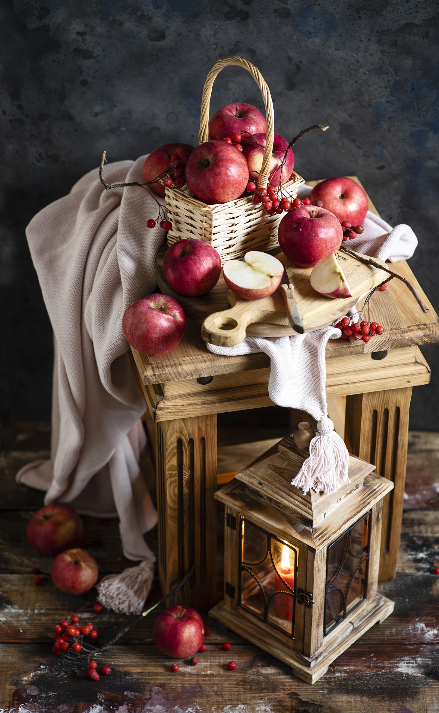 Обои для рабочего стола Рябина Яблоки Корзинка Еда Свечи  для мобильного телефона корзины Корзина Пища Продукты питания