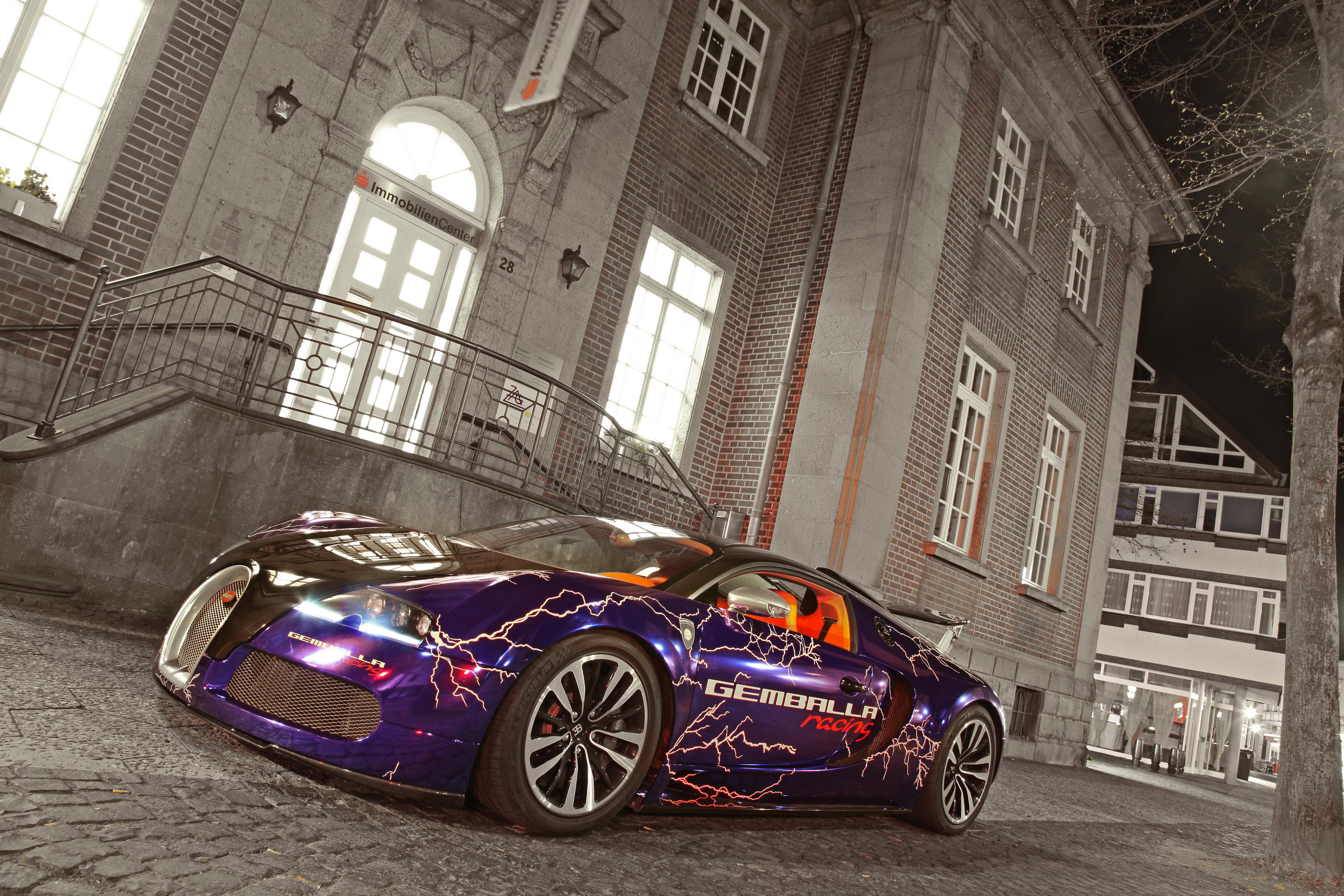 Bugatti у коттеджа загрузить