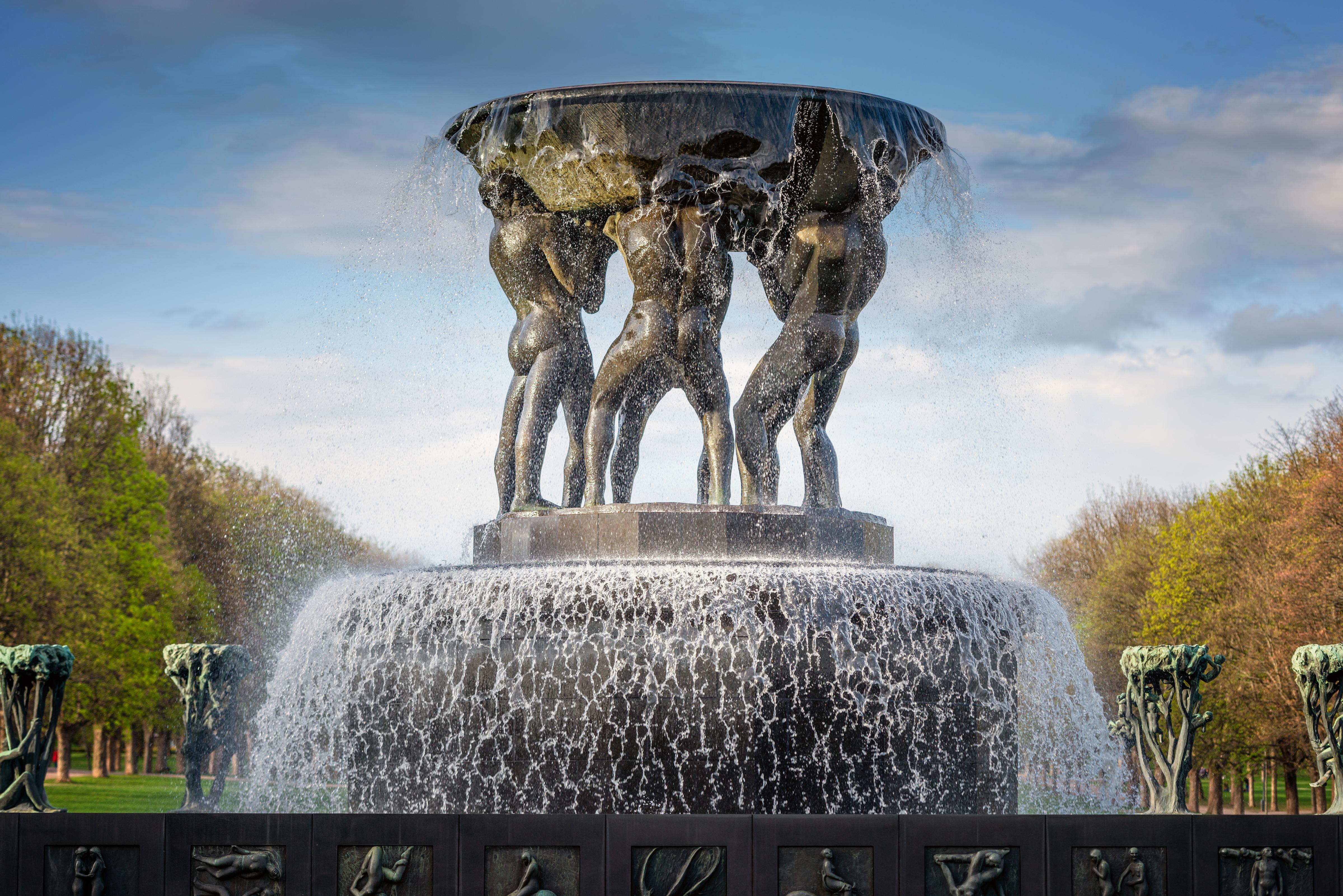 Обои для рабочего стола Города Норвегия Фонтаны Fountain in The Vigeland Park Oslo Осло с брызгами Скульптуры 4800x3204 город Брызги скульптура