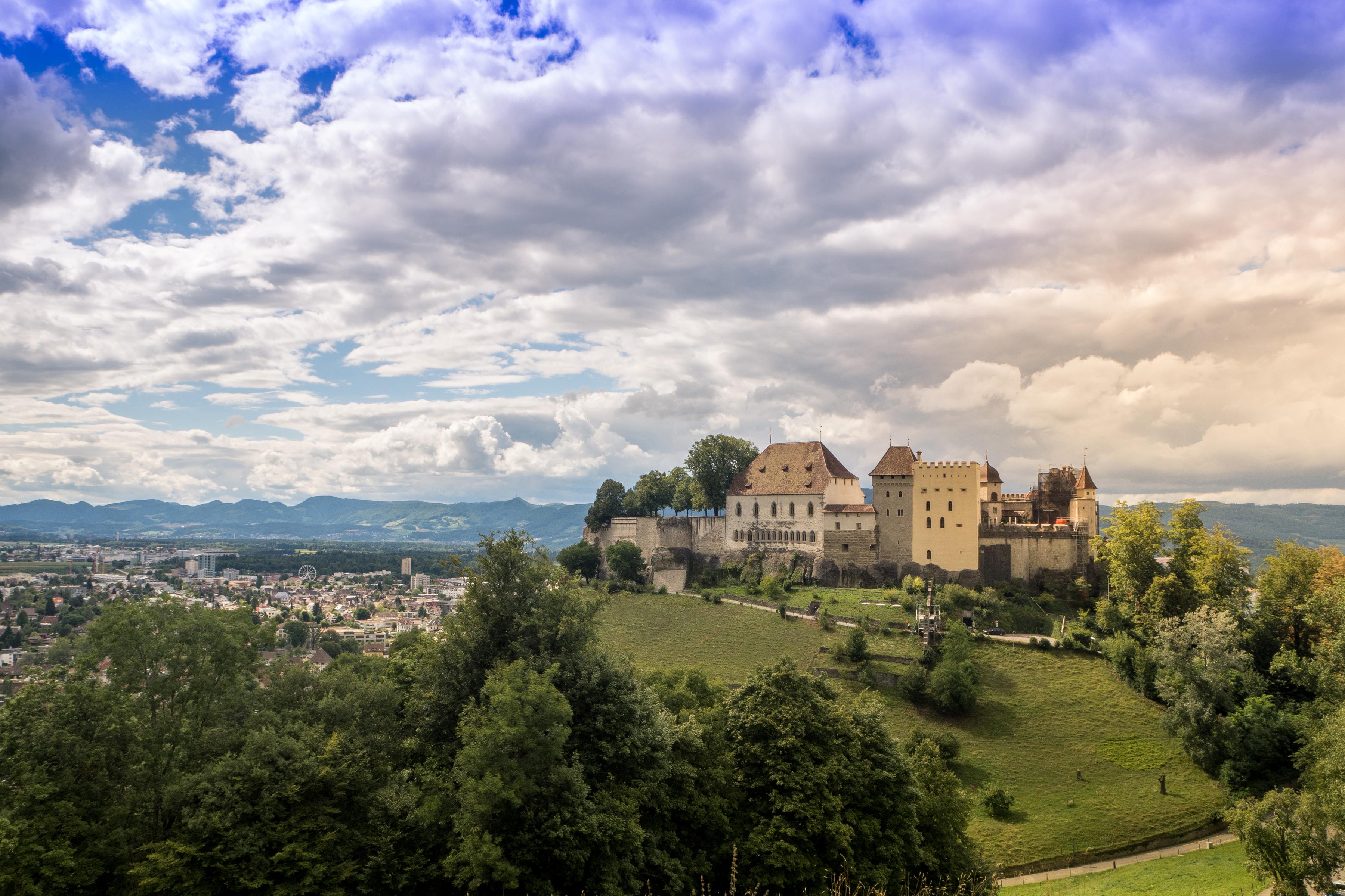 Фото Швейцария Lenzburg Castle Замки Небо Города Облака Ландшафтный дизайн 3600x2400