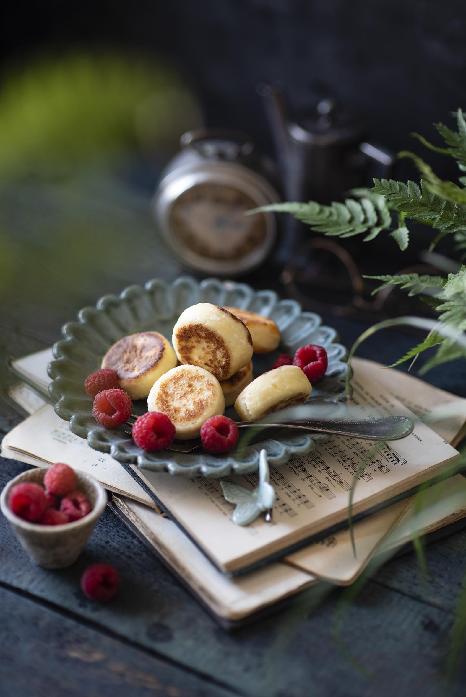 Фотографии Syrniki Малина Пища книги Доски  для мобильного телефона Еда Книга Продукты питания