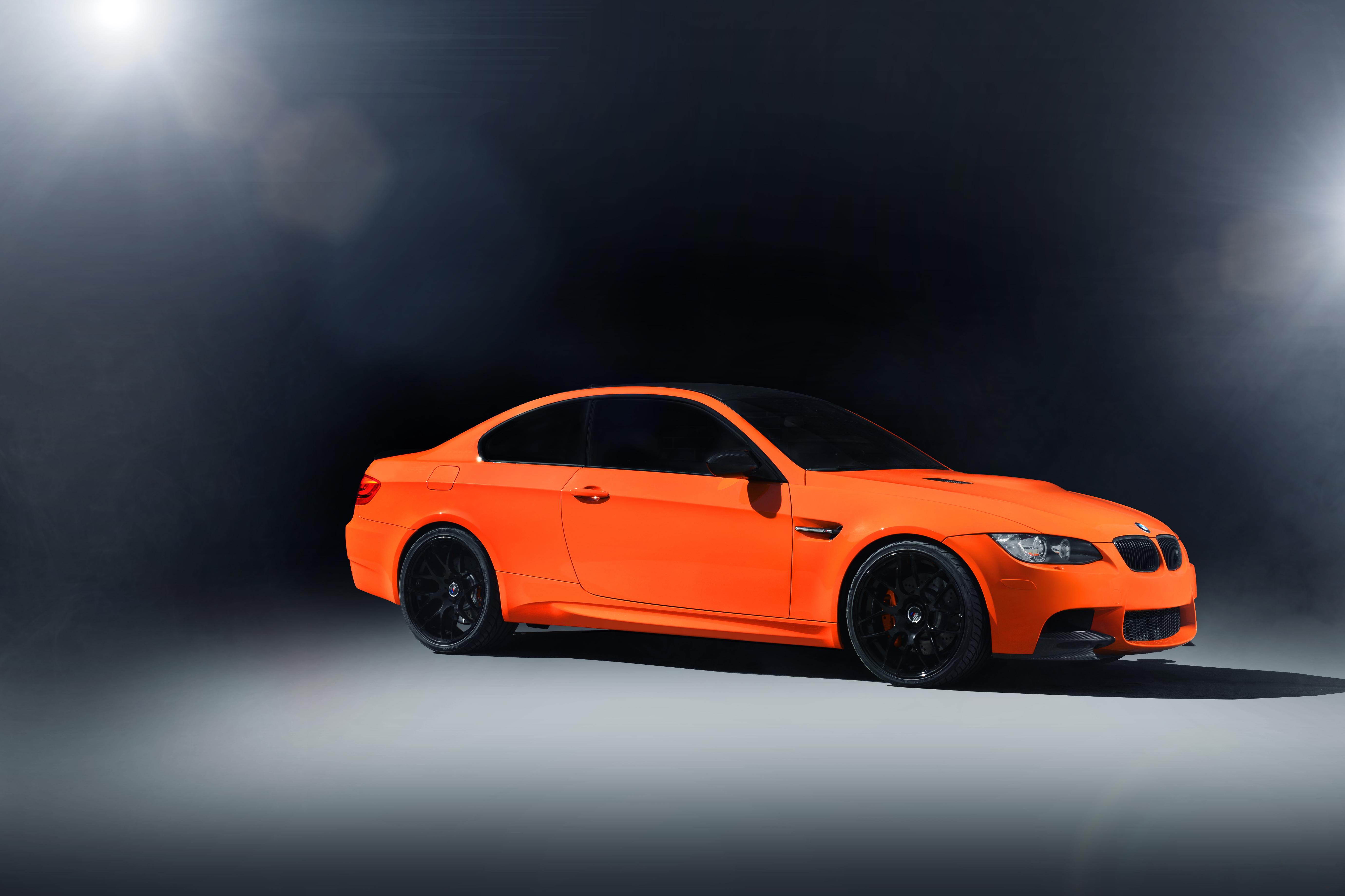 оранжевый автомобиль BMW загрузить