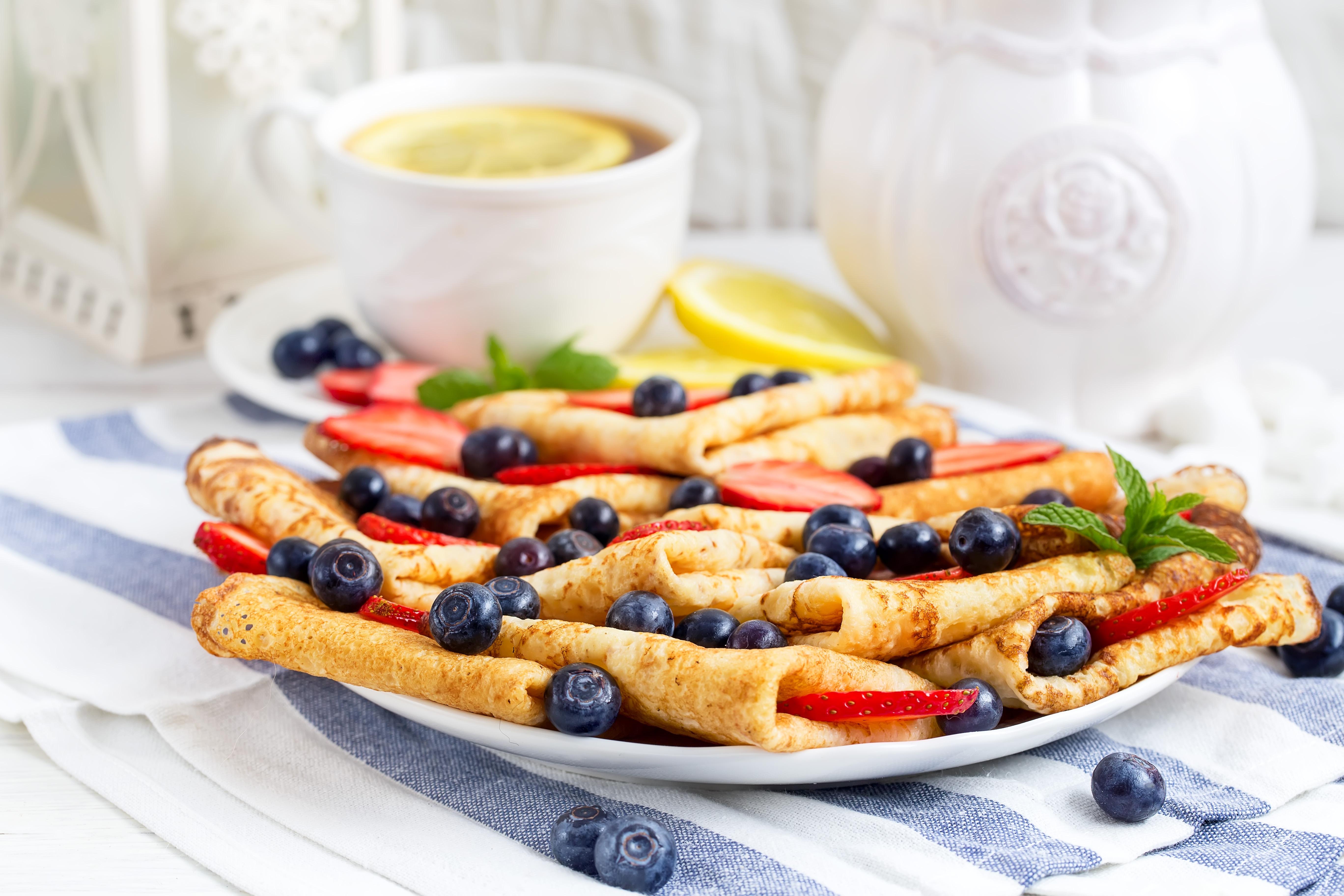 Картинка Блины Черника Клубника Пища Еда Продукты питания
